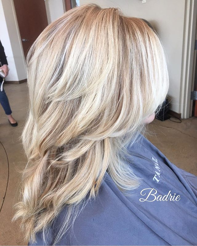 My beautiful allison! 😀 #wella  #certifiedhaircolorists  #salonetoiles #tanaz_hair  #blondor #blondehair  #bleach  #hilite  #highlights  #longhair  #marchtanaz #renefurterer  #renefurtererusa  #kolestonperfect  #blowdry