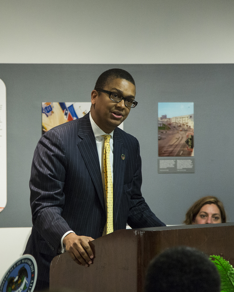 Mossi Tull, Smithsonian Anacostia Advisory Board member and native Washingtonian, speaks to the audience about the significance of the event to the museum and the broader Washington, D.C., community. (Photo courtesy of Smithsonian Institution)