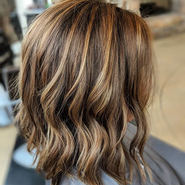 My lovely guest was fighting a crazy red color from her last place. I knocked it down a few notches, to give her a chocolate base with some yummy caramel hilites. I love fixing color!😁There is still work to be done on her next appointment, maybe some more balyage hilites for her ends,  but no more hot chili roots! . . . . #grandralidshairstylist #wella#renefurtererusa #grandrapidsbalyage