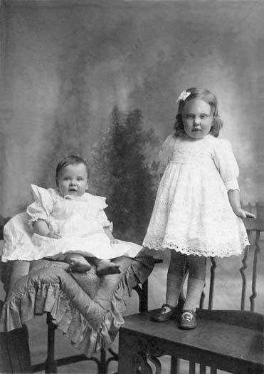 Edna and Leslie  c1912.jpg