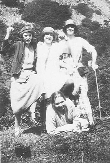Eileen Nan Alice and Effie 1920s.jpg