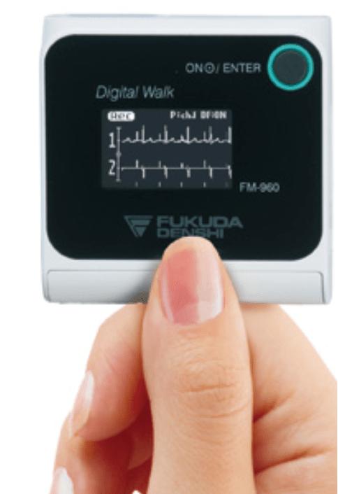 携帯型24時間心電図により、不整脈、虚血性心疾患などの診断に役立てています