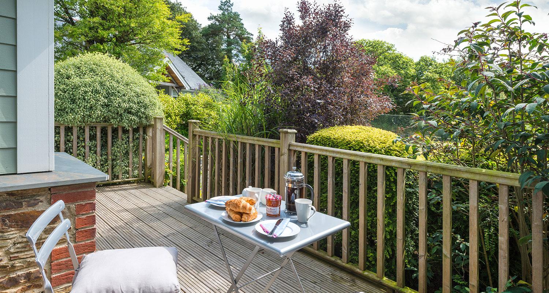 Court-cottage-patio.jpg