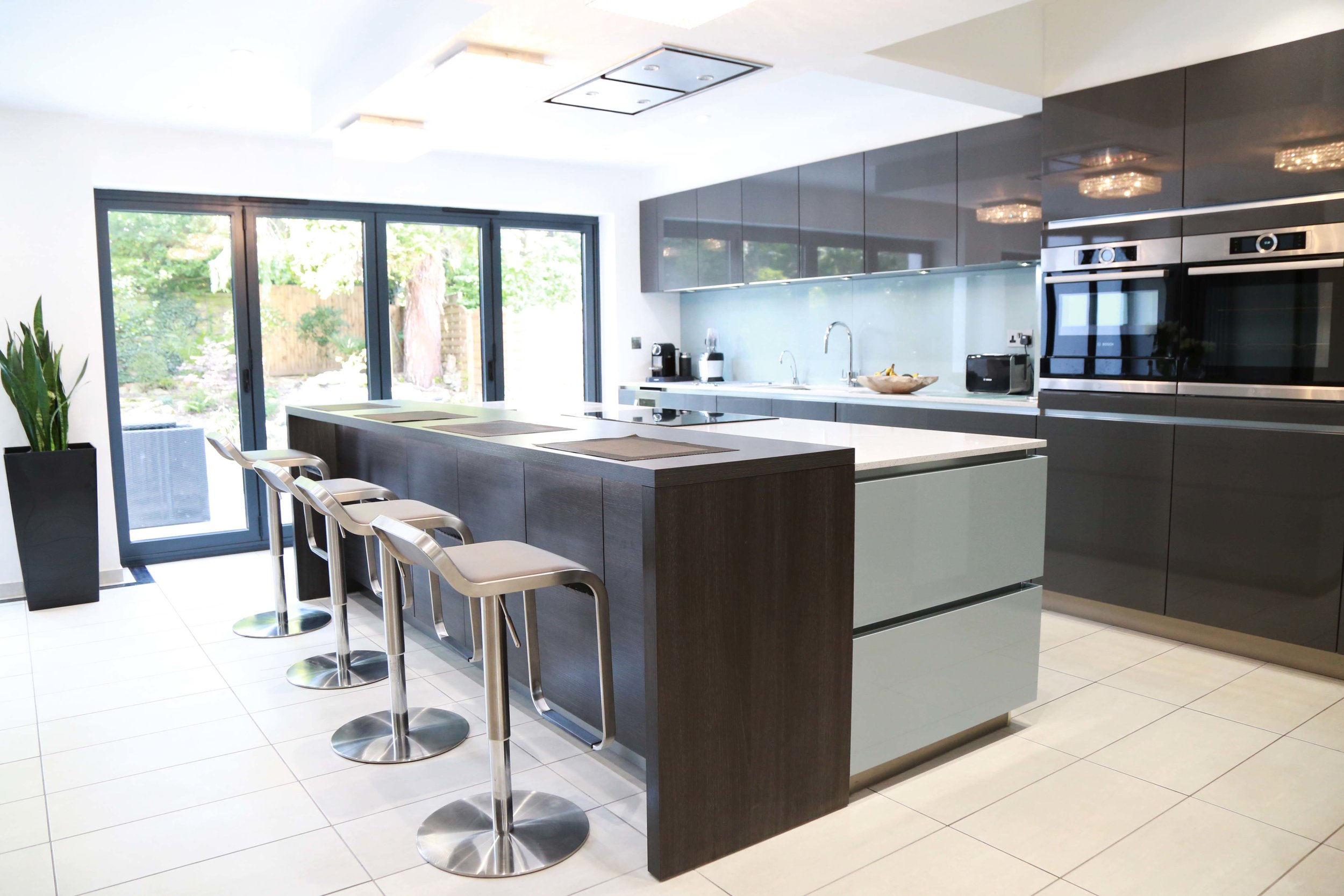 EDGWARE, HA8 - A modern kitchen and feature wall combining Metallic Blue, Anthracite and Terra Oak.