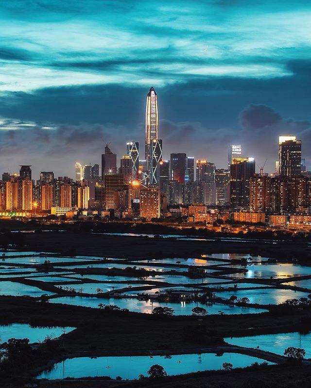 Hong Kong 🇭🇰 to Shenzhen Can you see the moon? 🌙 . . . . . #precious_shotz #splendid_shotz#theworldshotz #ig_gods #pro_ig#hot_shotz #depthsofearth #igworldglobal#ig_worldclub #createcommune#thelensbible #creativeoptic #ig_shotz#yngkillers #livefolk #photooftheday#passionpassport #randommagazines#big_shotz #igmasters #instagood#shotonmoment #agameoftones#igersmood #reflectiongram @ourmoodydays @moodygrams #bluehour #cityscape @shotzdelight