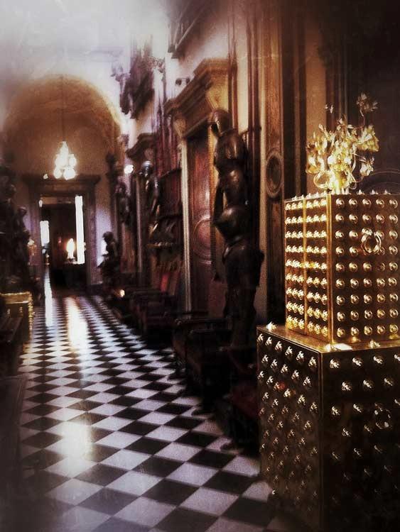 gold cupboard in the hallway at Bagatti Valsecci