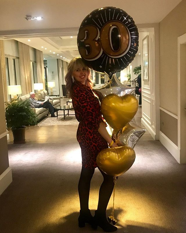 Celebrating my 30th Birthday with some big ass balloons! 😜💃🏻🍾