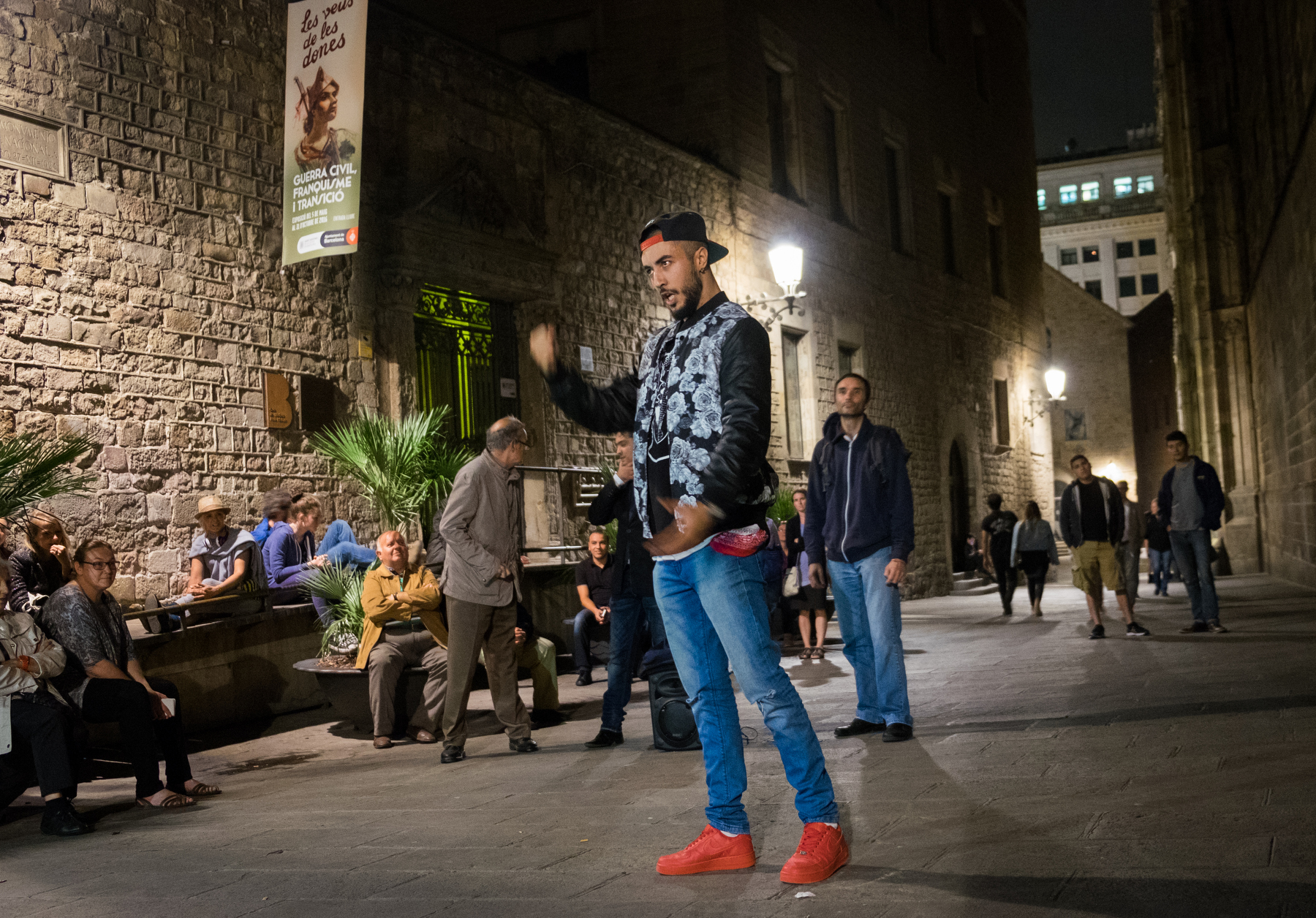 Late night opera in the streets of El Gotic (find a clip below)