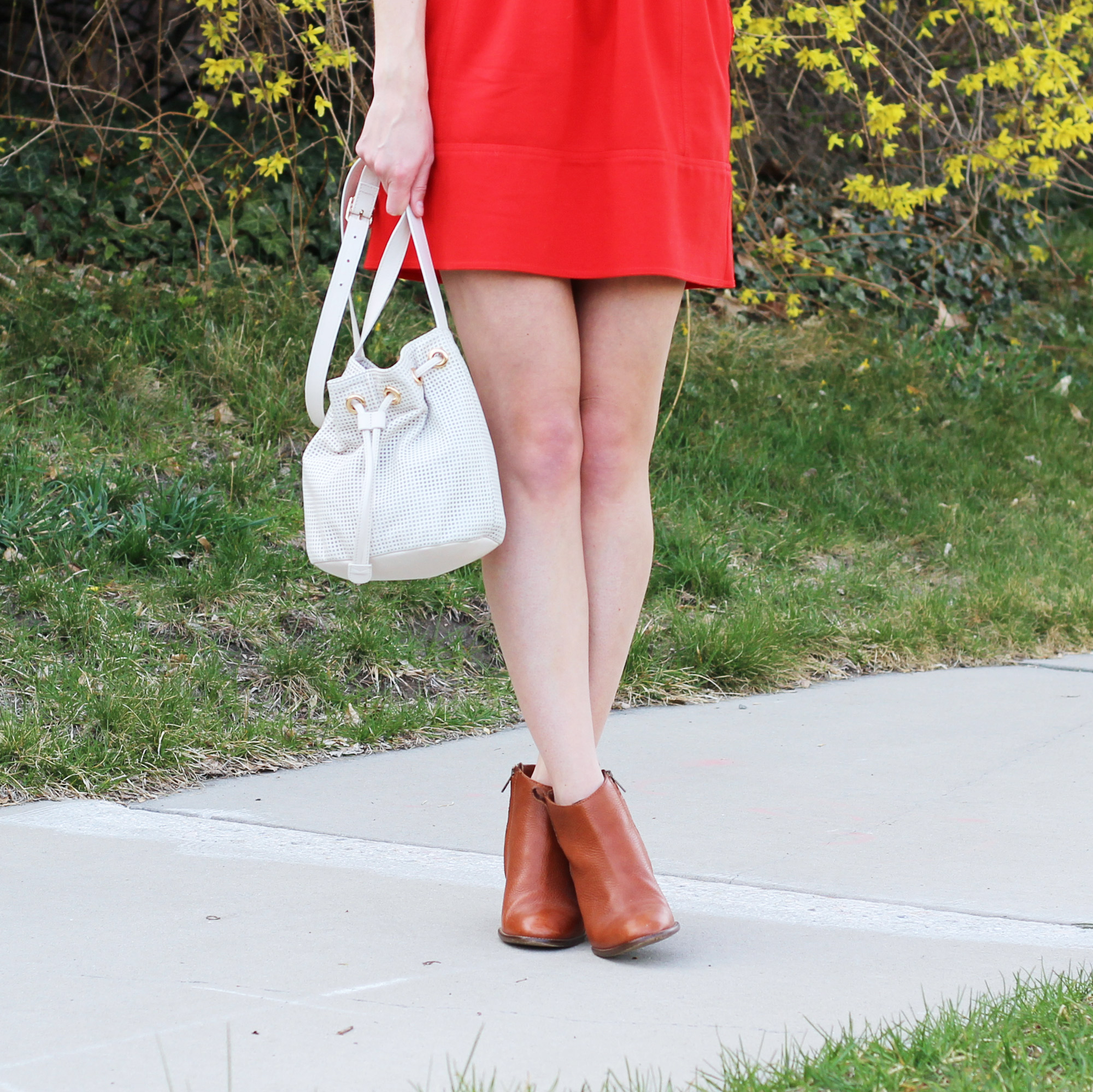 Red mini skirt + cognac ankle boots + white bucket bag — Cotton Cashmere Cat Hair