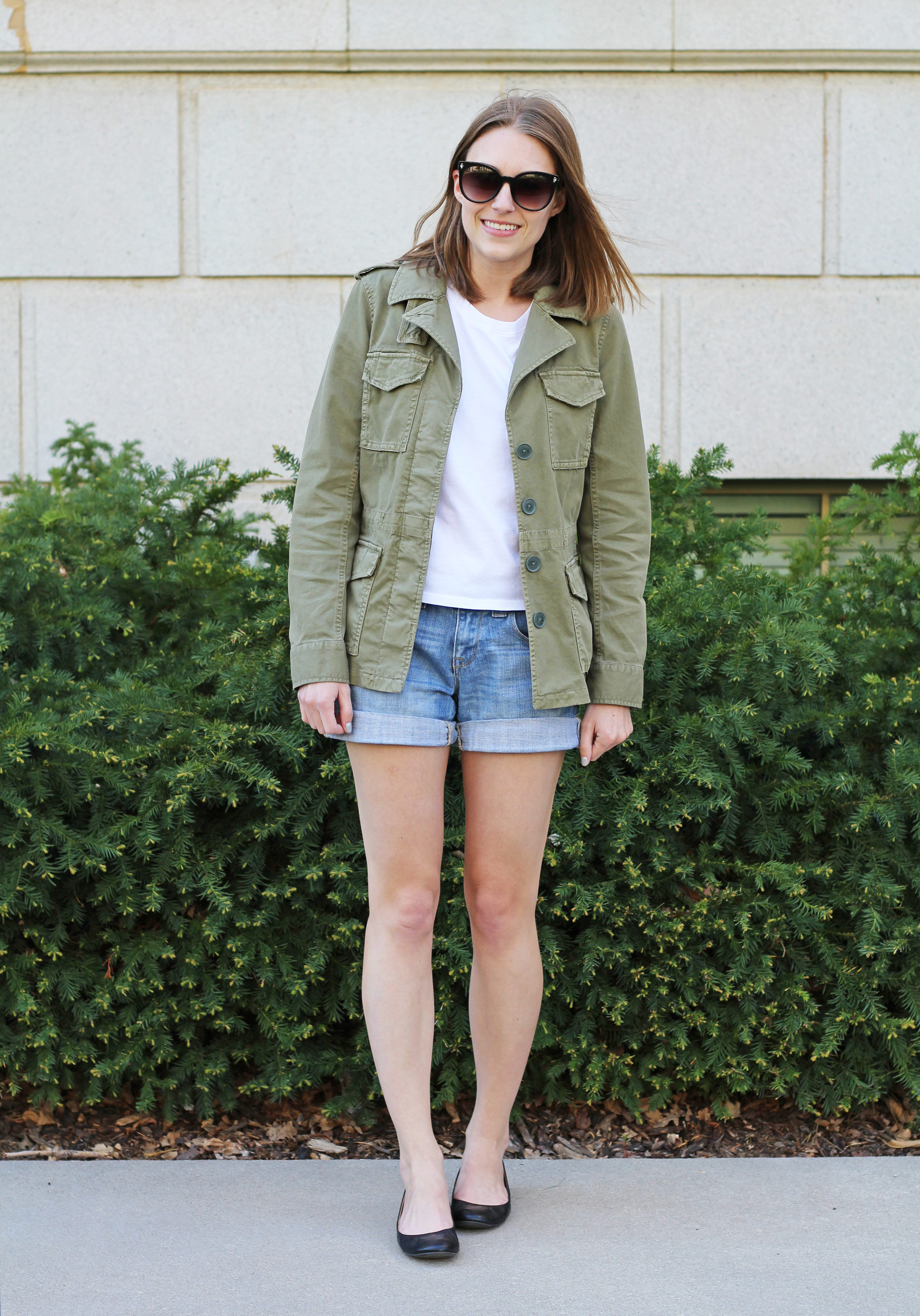 Madewell 'Outbound' jacket, Everlane box tee, denim shorts, J.Crew 'Cece' flats — Cotton Cashmere Cat Hair