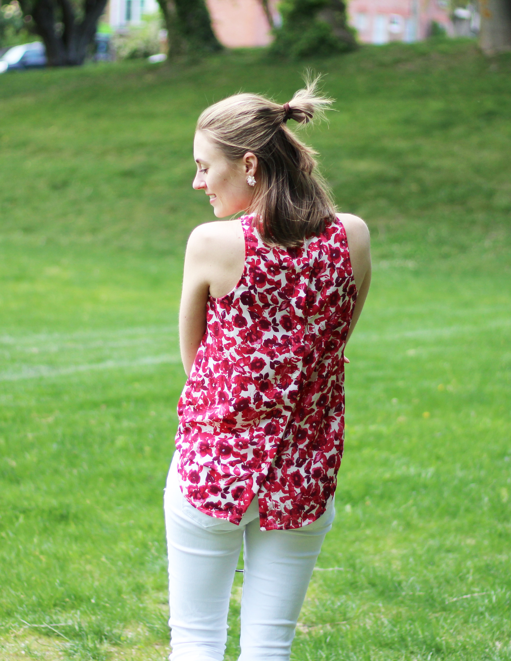 Who What Wear for Target red floral tank top outfit with white jeans — Cotton Cashmere Cat Hair