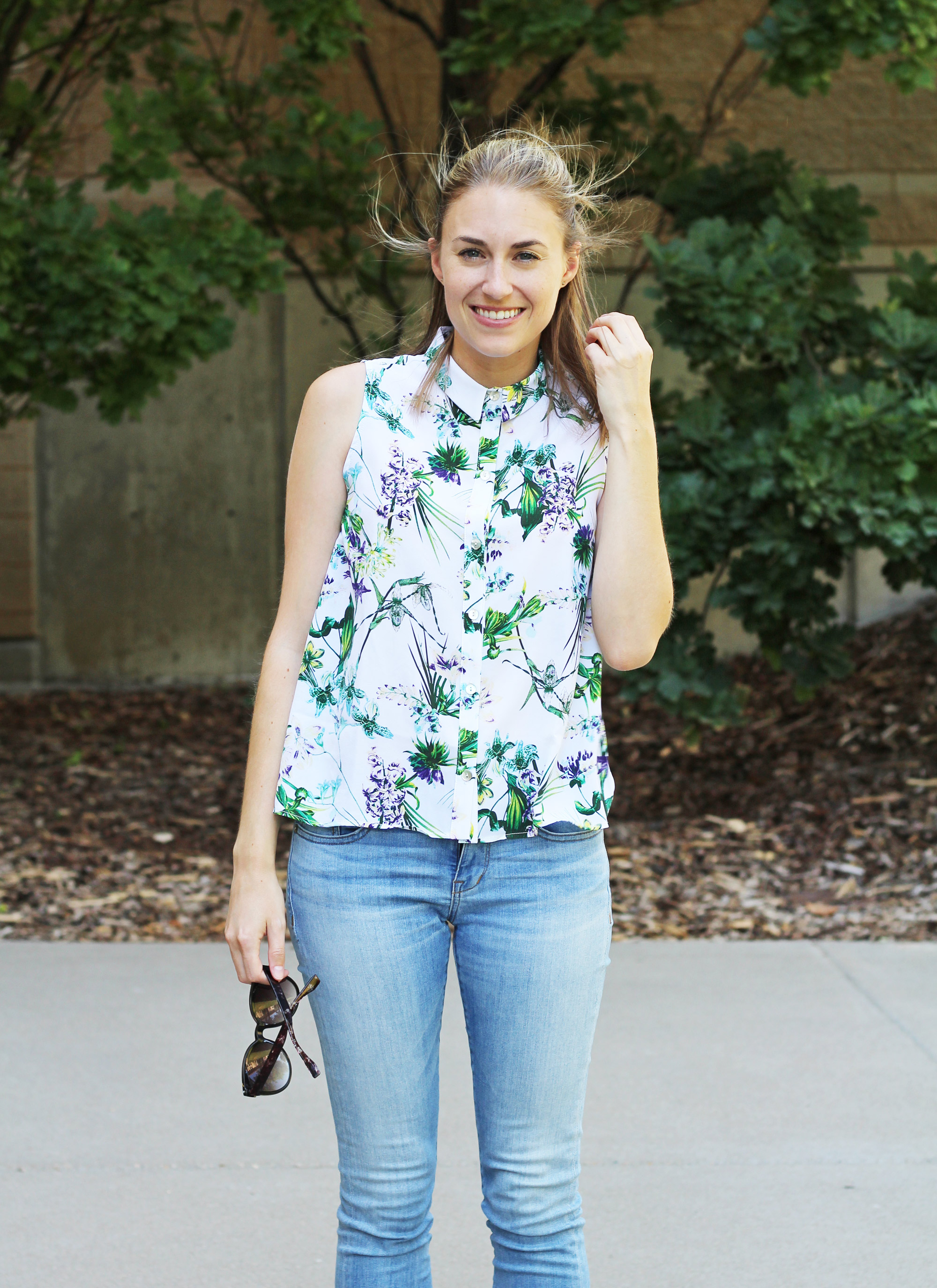Amour Vert 'Riley' silk shirt in tropical + light wash skinny jeans — Cotton Cashmere Cat Hair