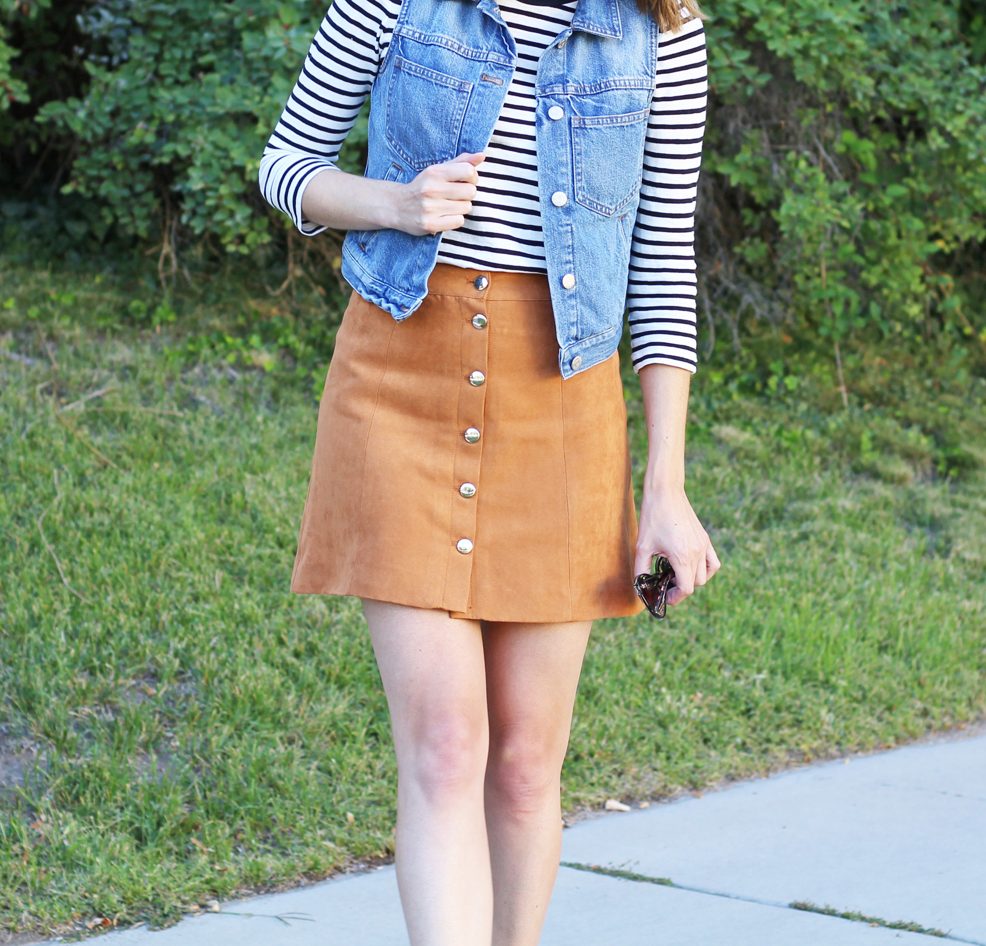 70s-inspired outfit: denim vest, striped tee, tan suede skirt — Cotton Cashmere Cat Hair