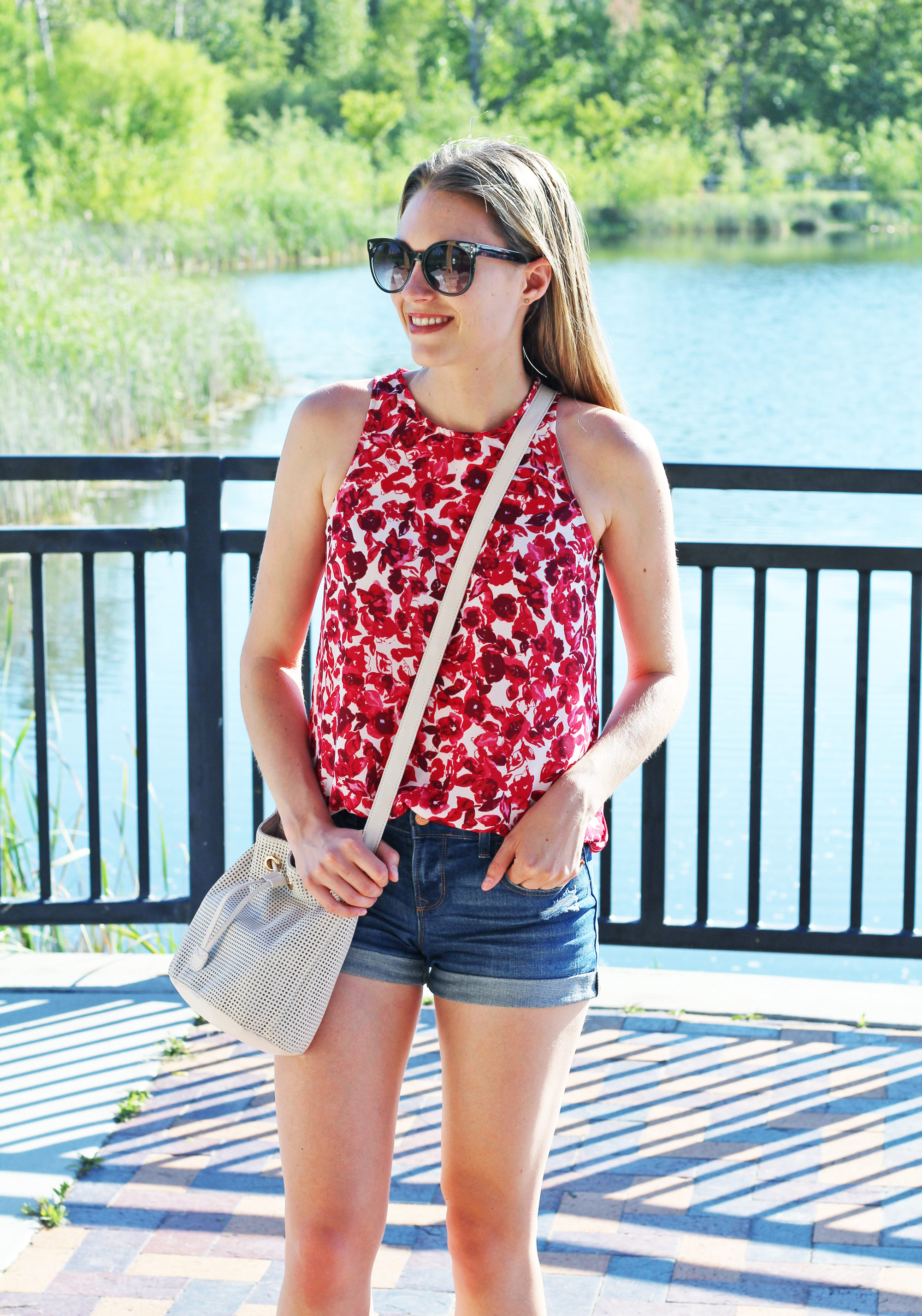 Weekend summer outfit with red floral top and denim shorts — Cotton Cashmere Cat Hair