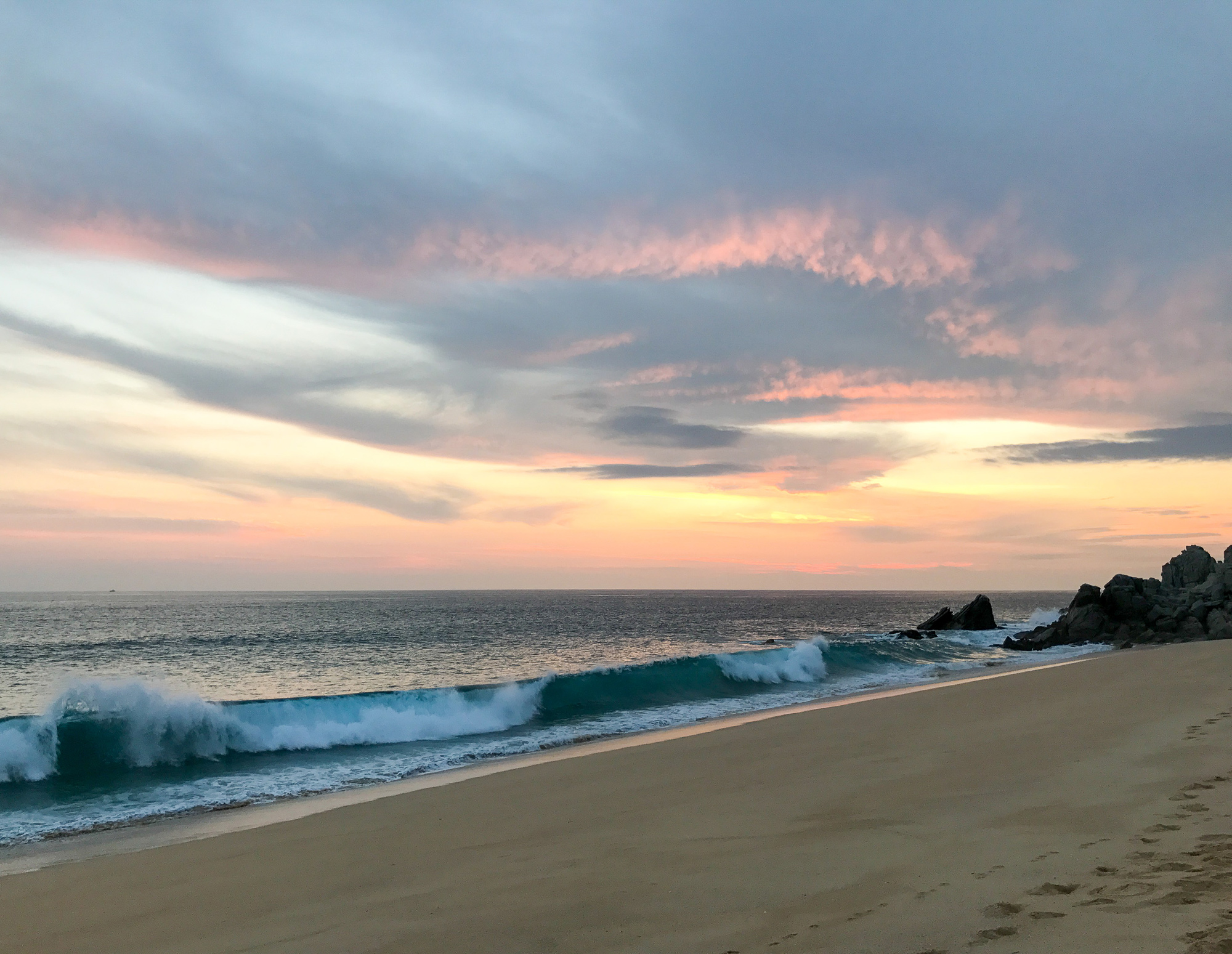Sunset and wave in Cabo San Lucas, Mexico — Cotton Cashmere Cat Hair