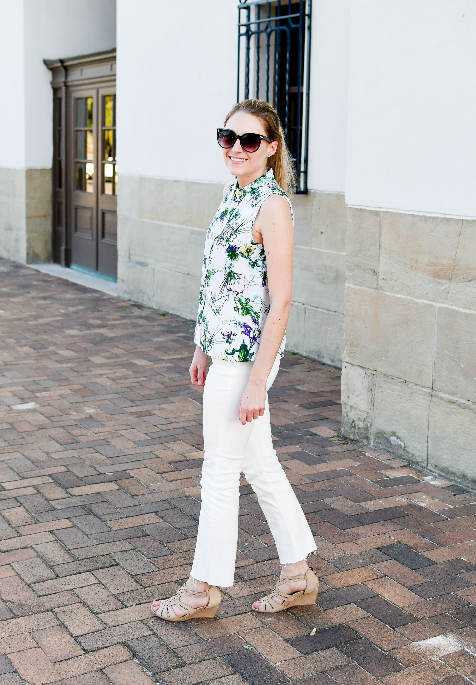 Spring outfit with tropical print top — Cotton Cashmere Cat Hair