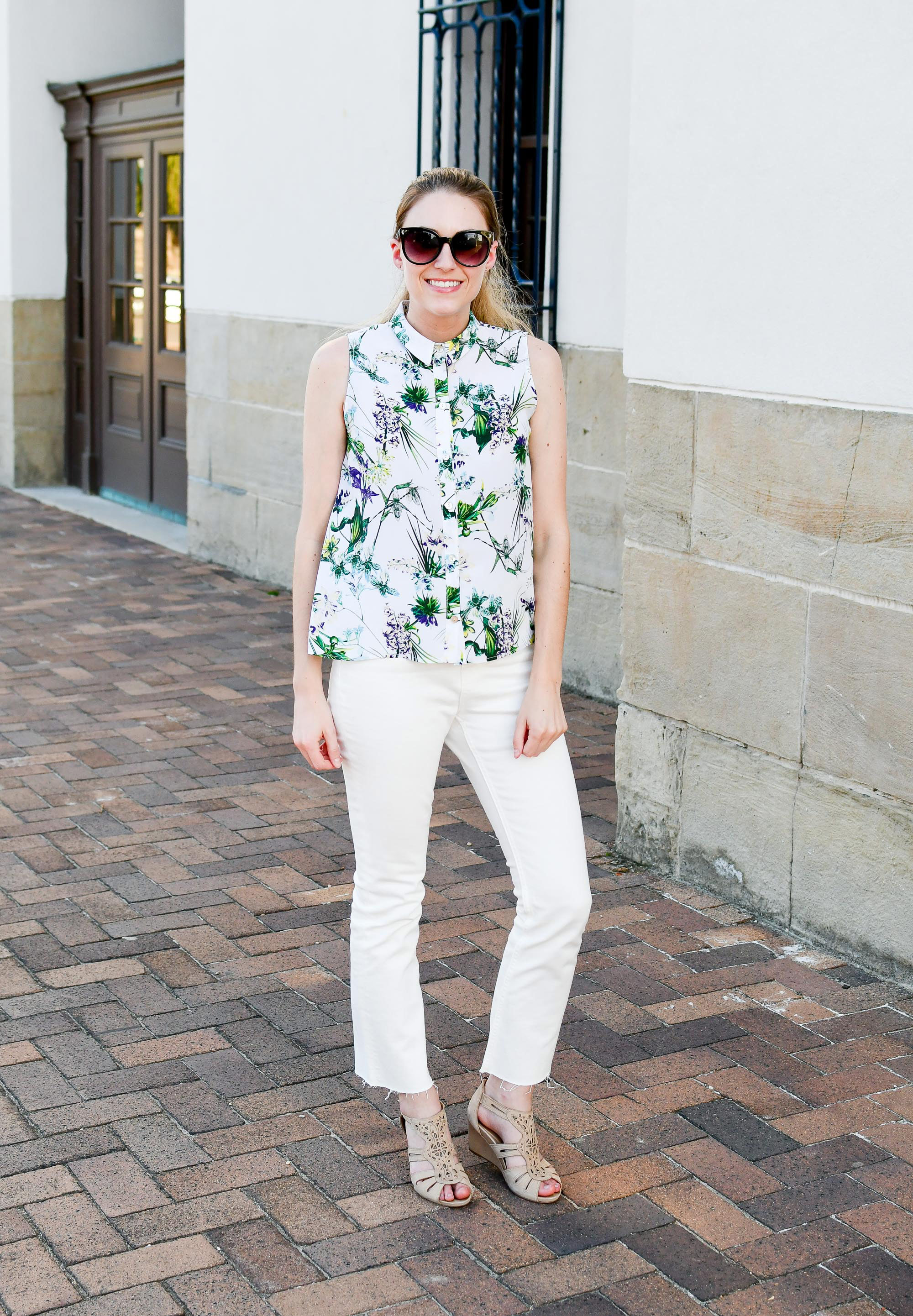 Spring outfit with tropical shirt and kick crop jeans — Cotton Cashmere Cat Hair