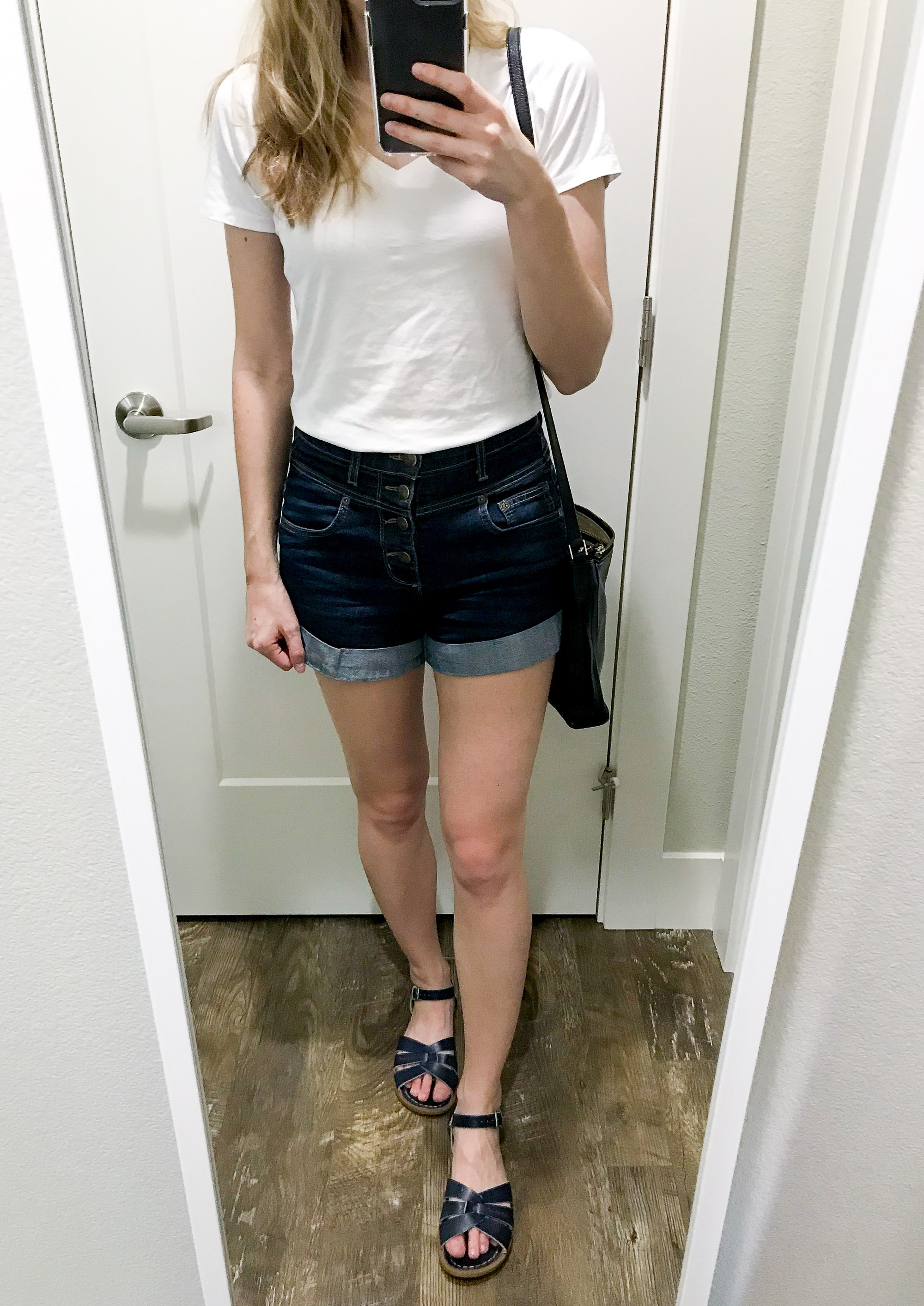 Casual outfit with white tee and denim shorts — Cotton Cashmere Cat Hair