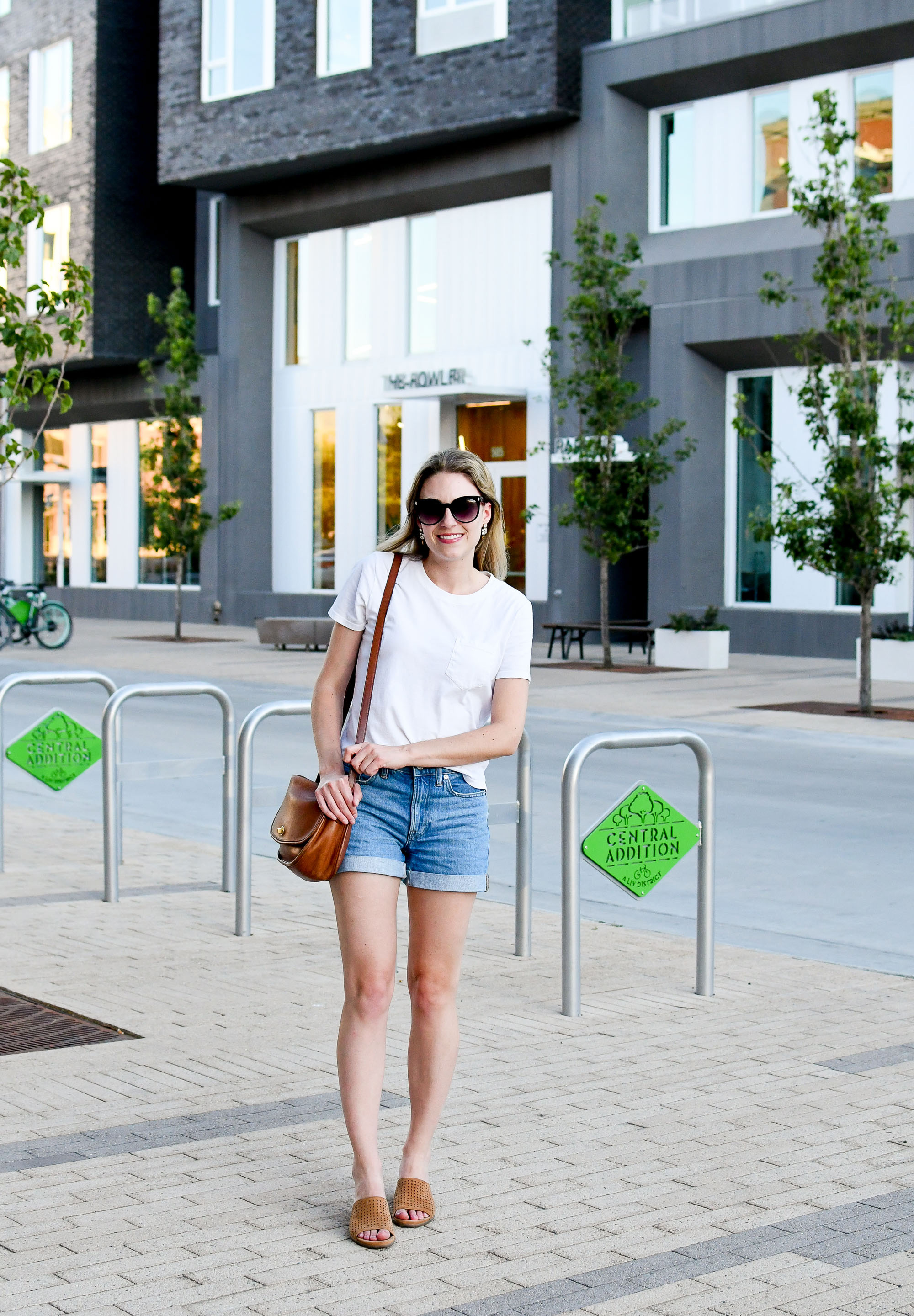 Summer outfit with Everlane white tee and denim shorts — Cotton Cashmere Cat Hair