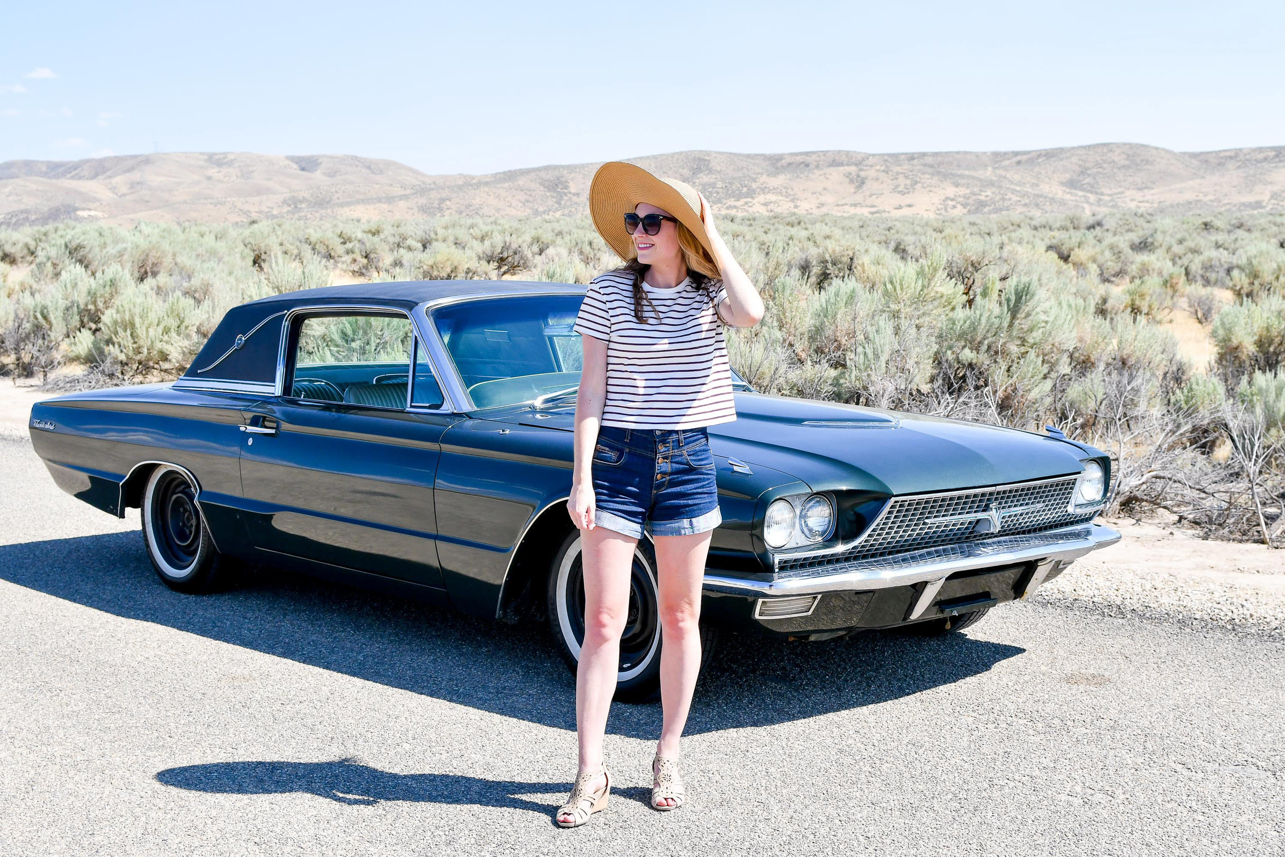 Casual summer outfit with sun hat — Cotton Cashmere Cat Hair