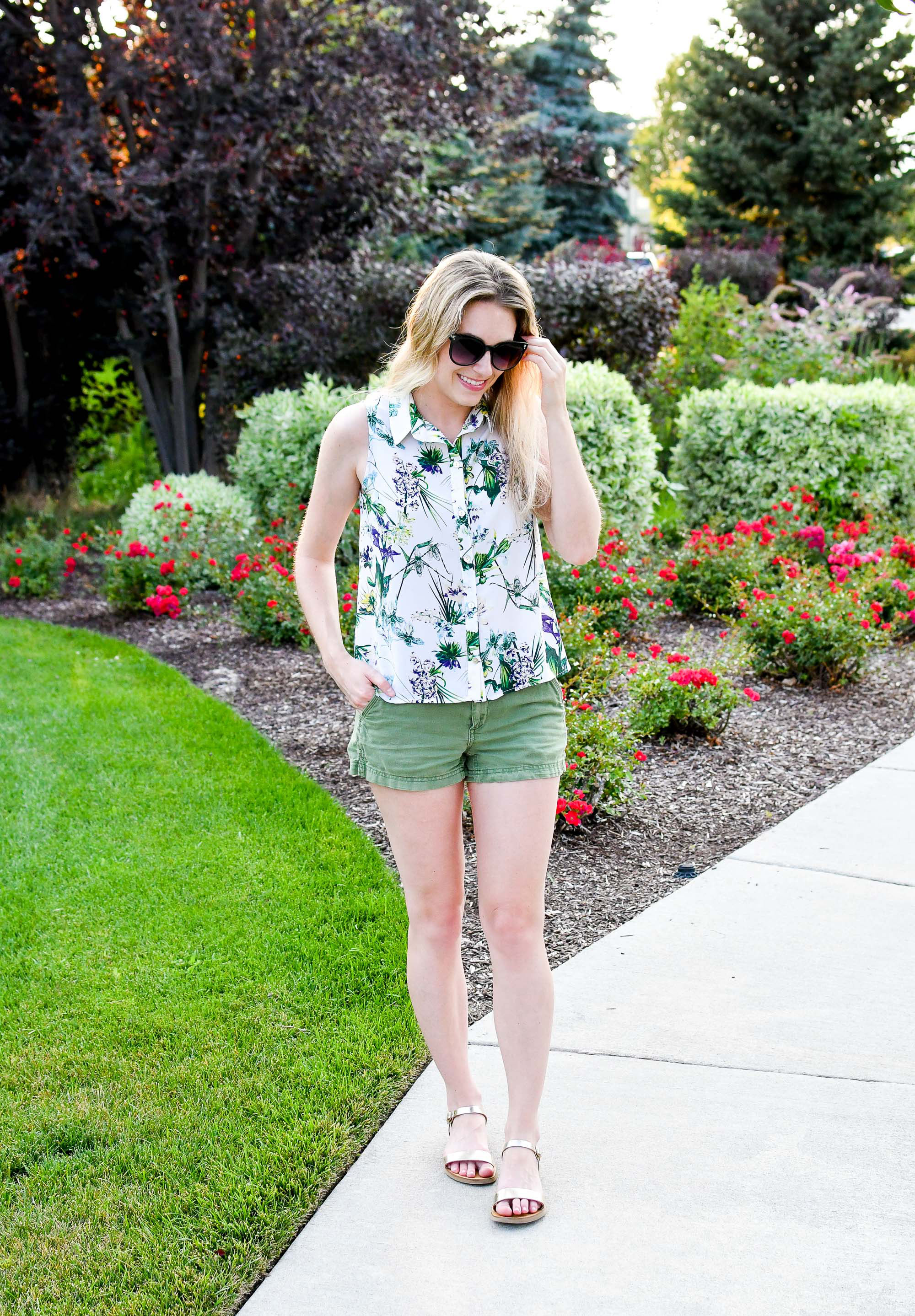 Tropical print shirt casual summer outfit — Cotton Cashmere Cat Hair