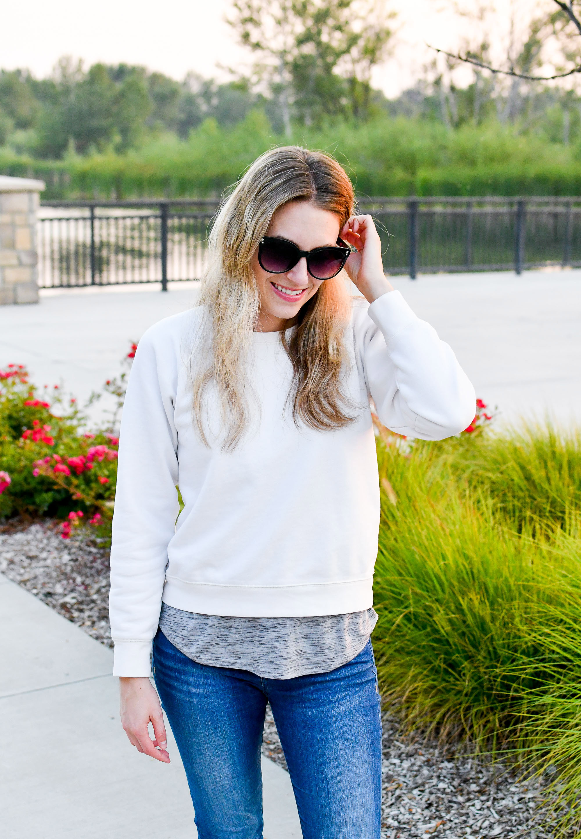 Casual white sweatshirt summer outfit — Cotton Cashmere Cat Hair