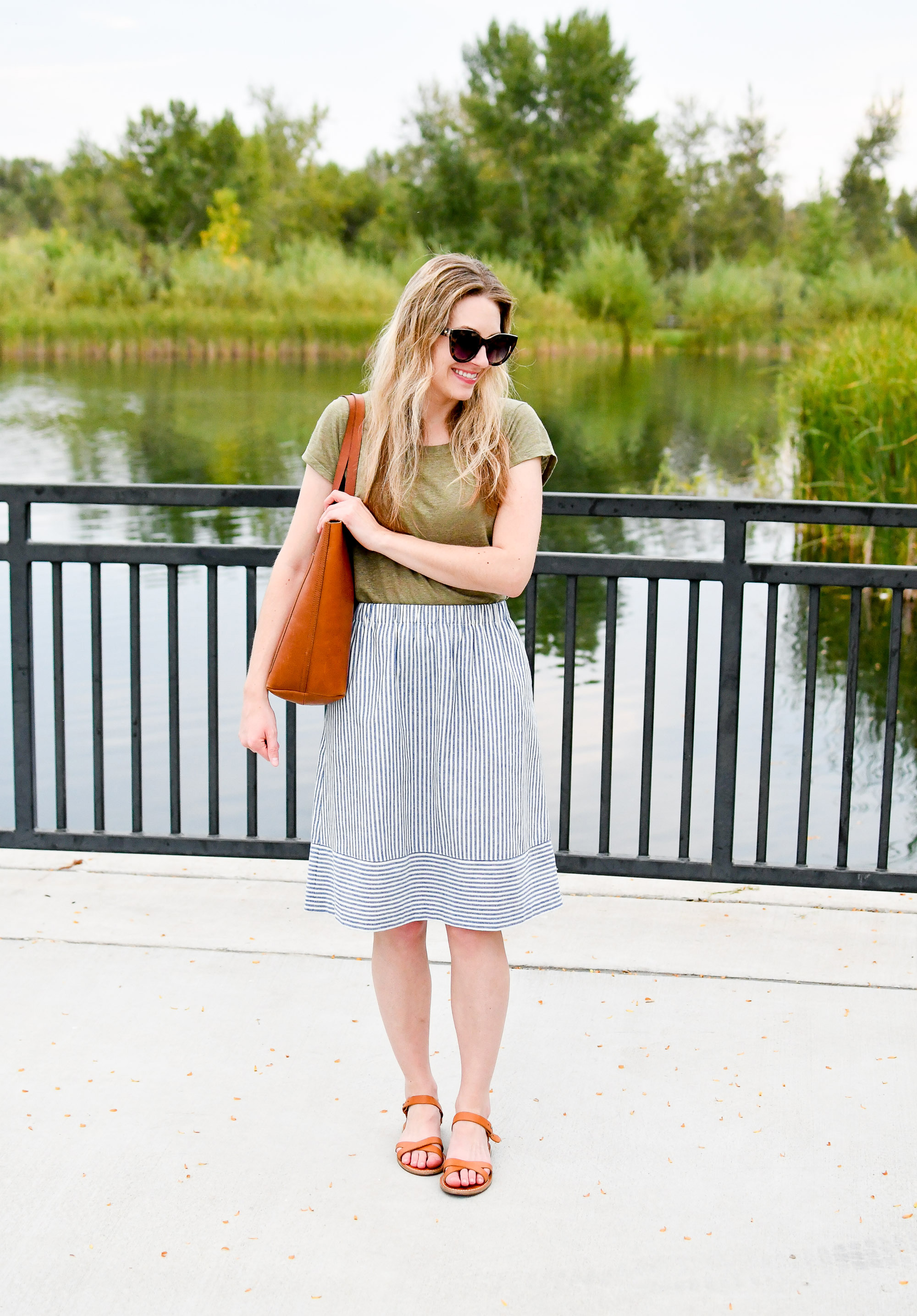 Summer work outfit with Madewell medium Transport tote — Cotton Cashmere Cat Hair