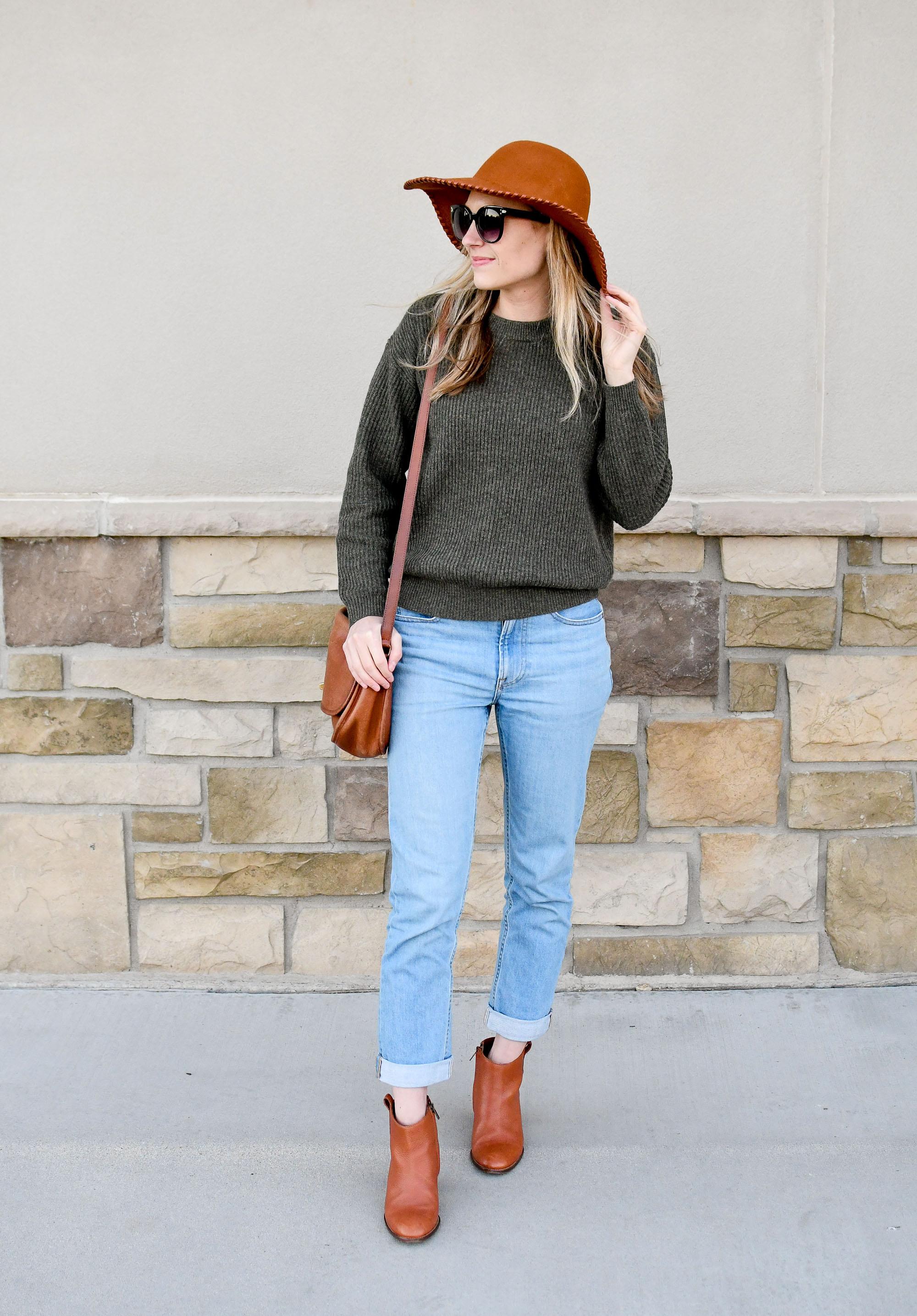 Everlane modern boyfriend jeans fall outfit — Cotton Cashmere Cat Hair