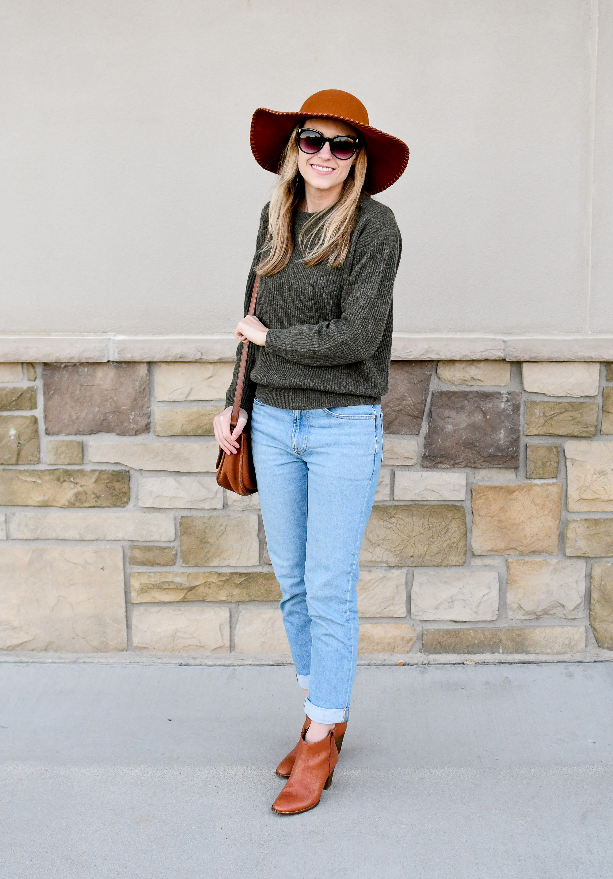 Fall outfit with green cashmere and boyfriend jeans — Cotton Cashmere Cat Hair