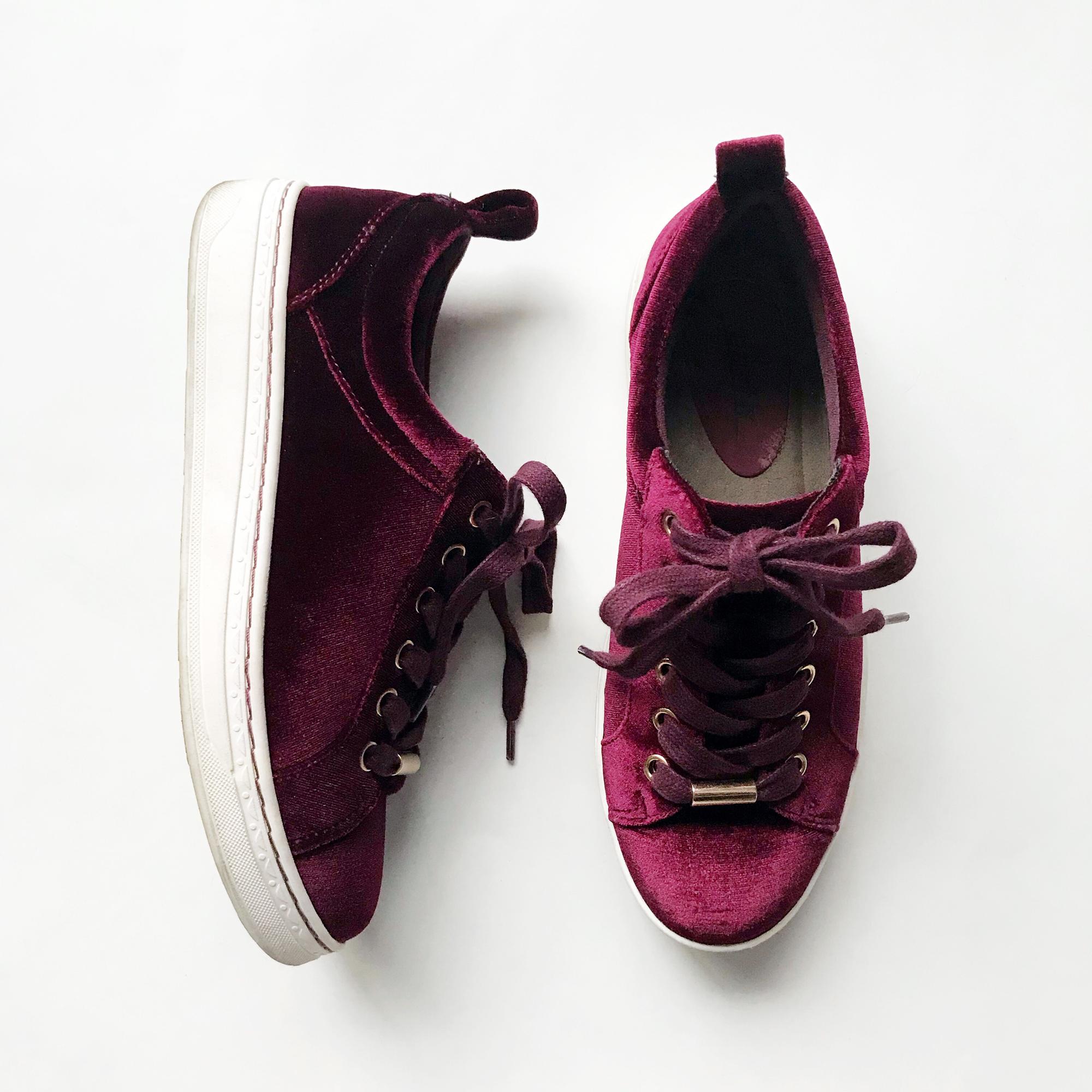 Earth Zag sneakers in burgundy velvet — Cotton Cashmere Cat Hair