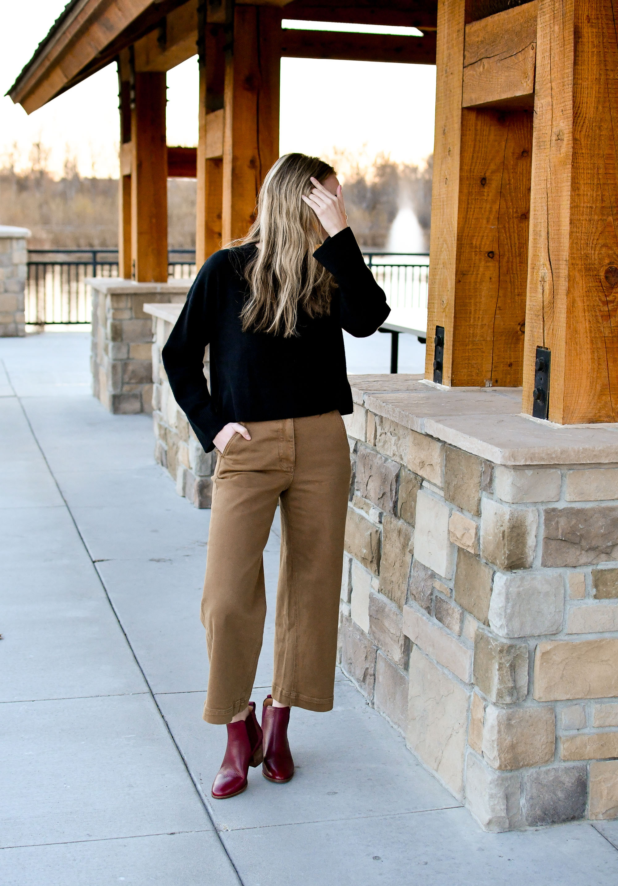 Fall outfit with Everlane wide leg crop pants — Cotton Cashmere Cat Hair