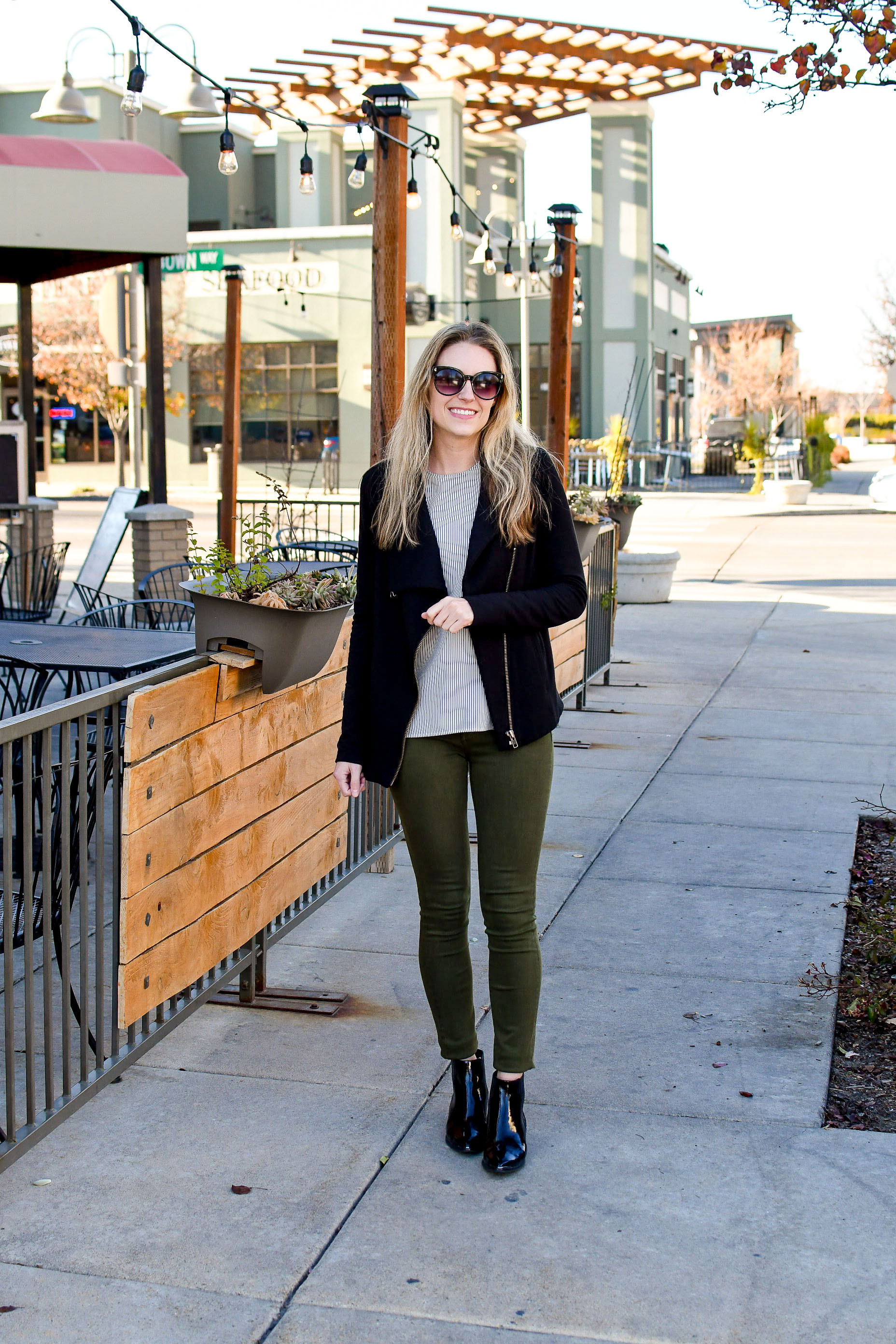 Olive jeans fall outfit with striped shell and black boots — Cotton Cashmere Cat Hair