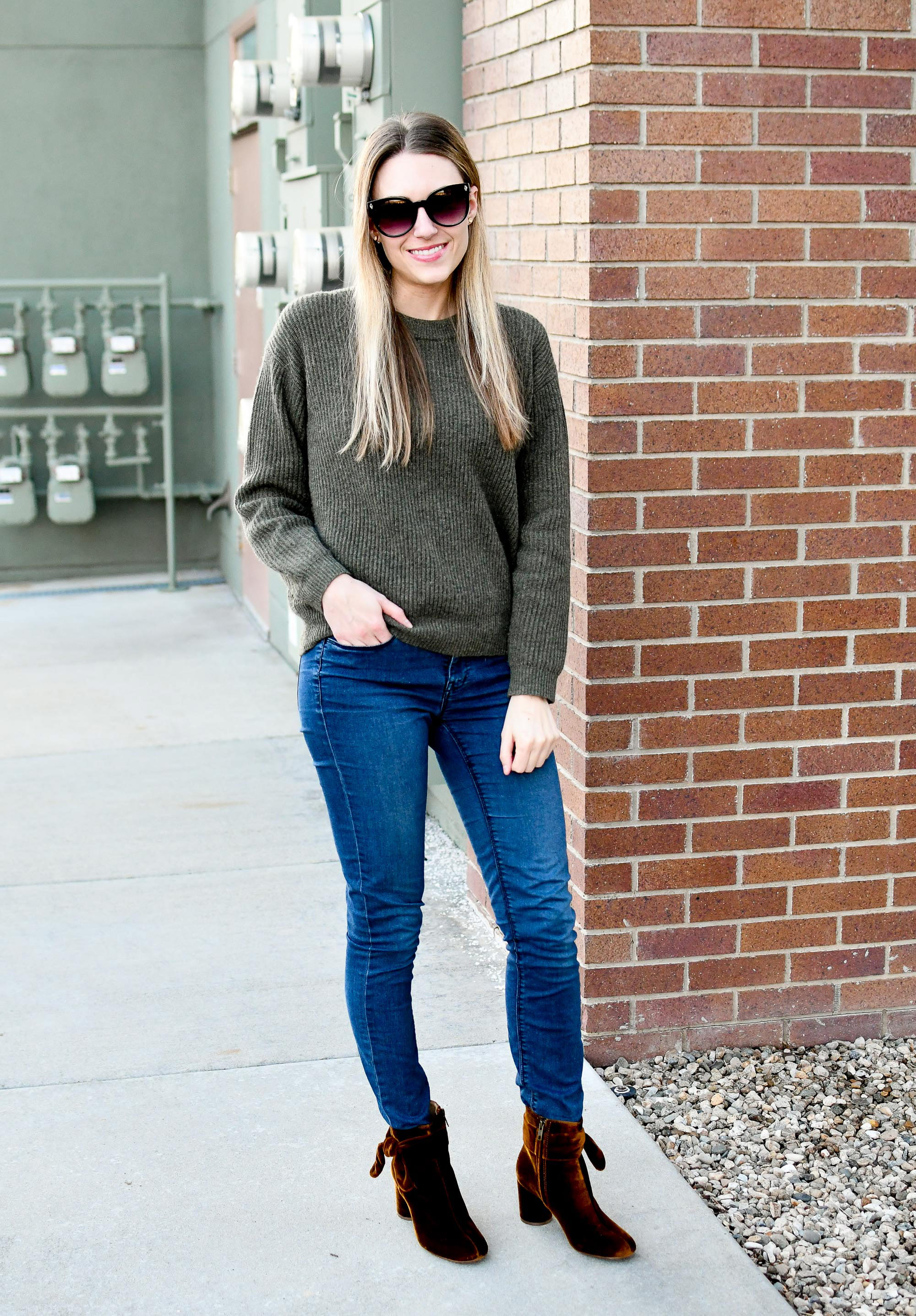 Everlane ribbed cashmere sweater in loden winter outfit — Cotton Cashmere Cat Hair
