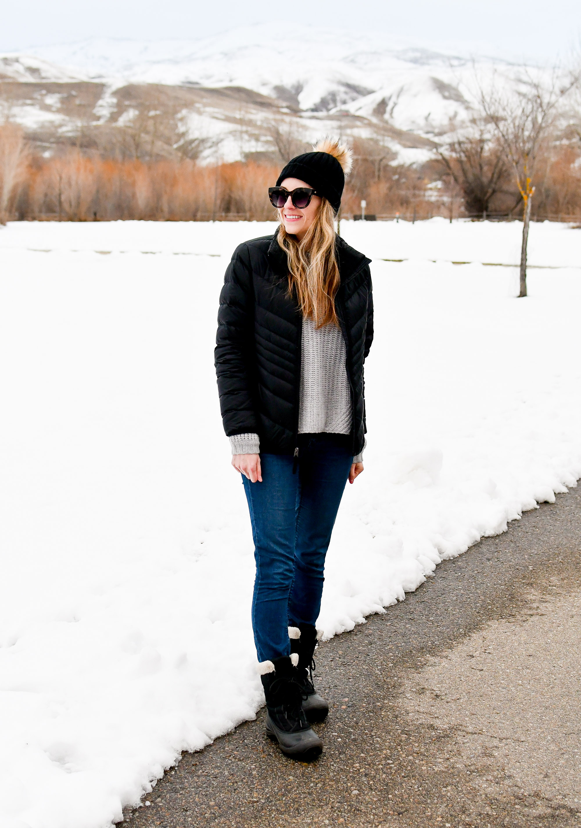 Casual and cozy winter outfit with cashmere sweater and beanie — Cotton Cashmere Cat Hair