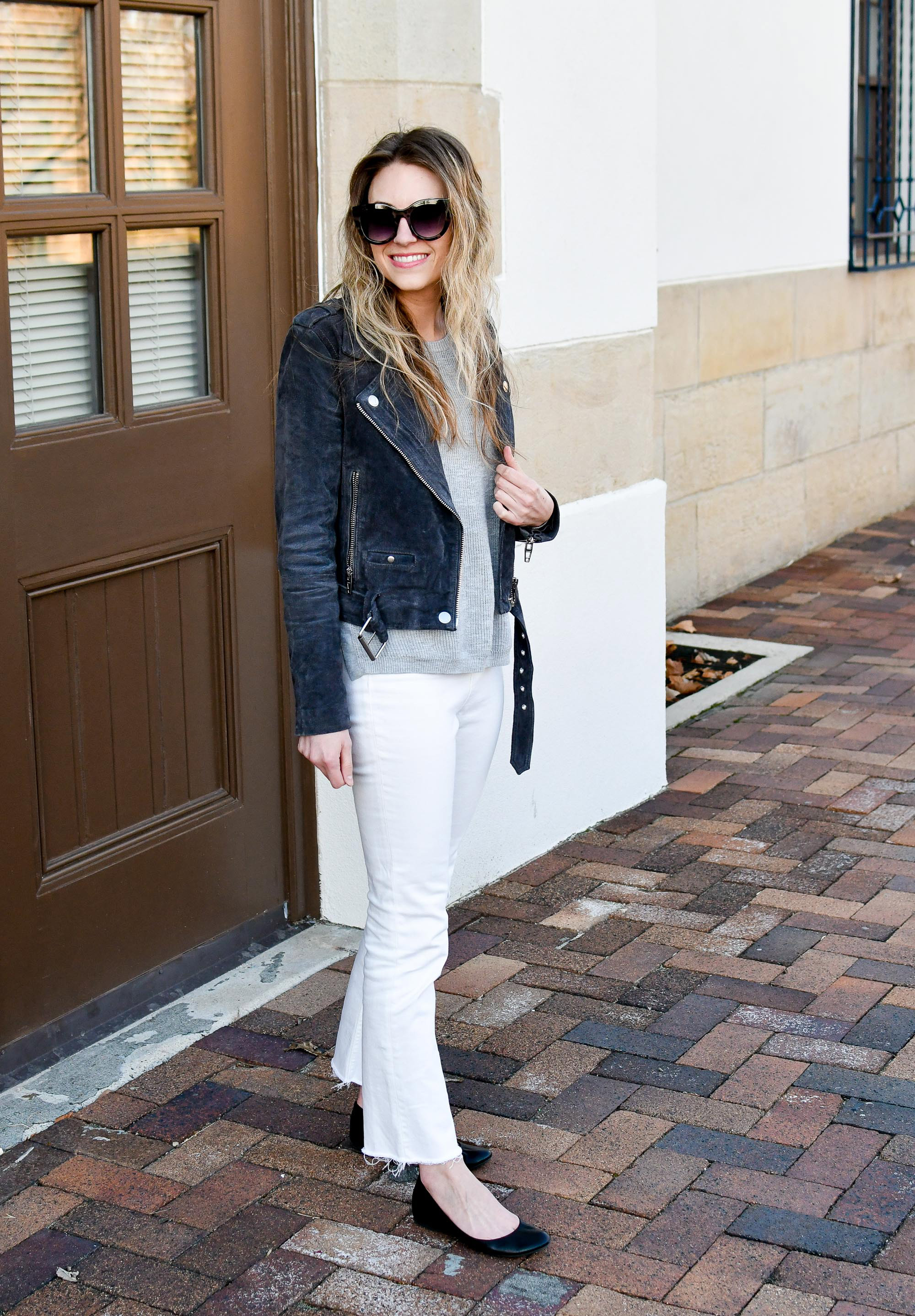 Casual spring outfit with grey suede jacket and white denim — Cotton Cashmere Cat Hair