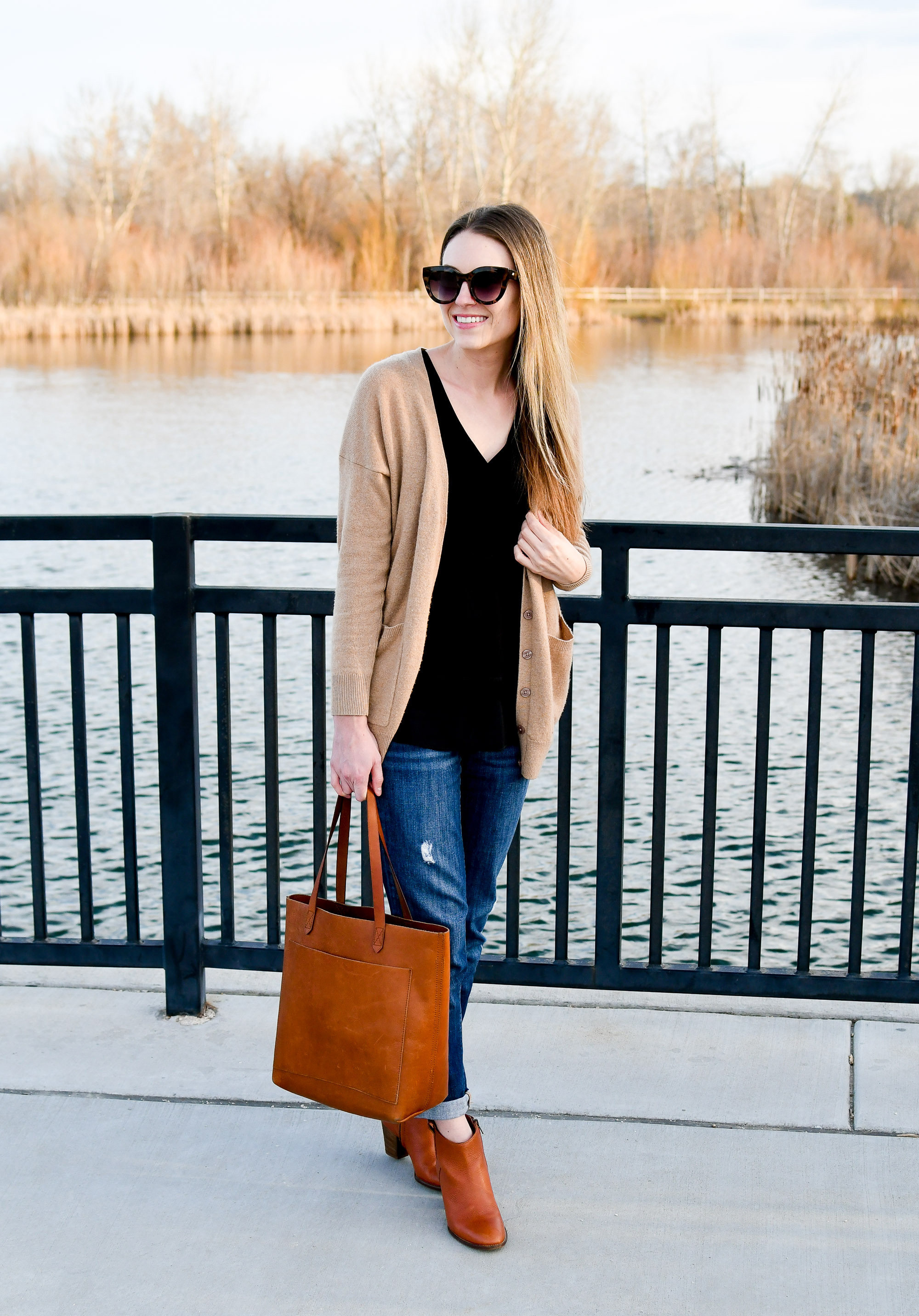 Casual work outfit with boyfriend jeans and Madewell Transport tote — Cotton Cashmere Cat Hair