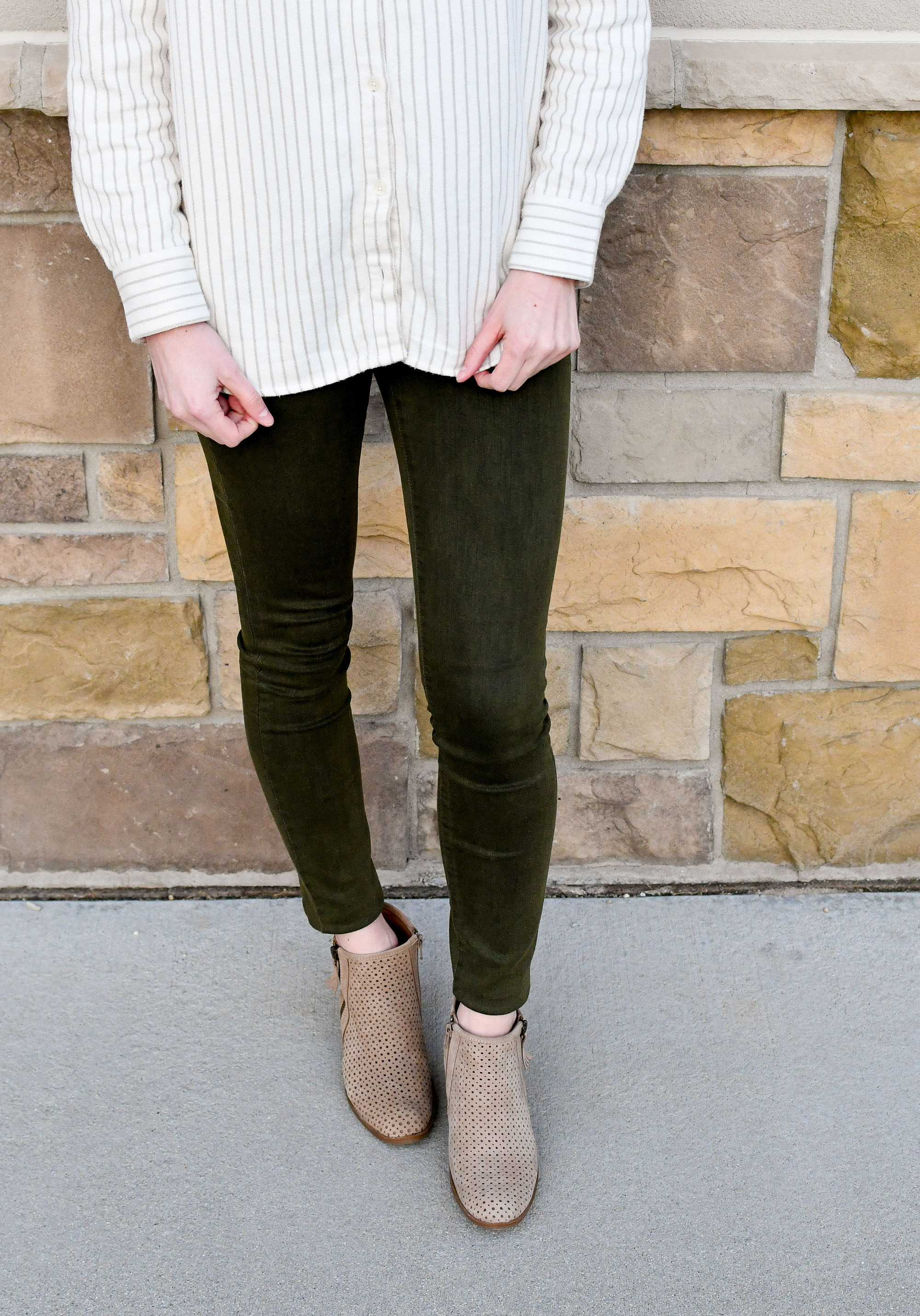 Spring outfit with striped flannel shirt, olive green jeans, tan ankle boots — Cotton Cashmere Cat Hair
