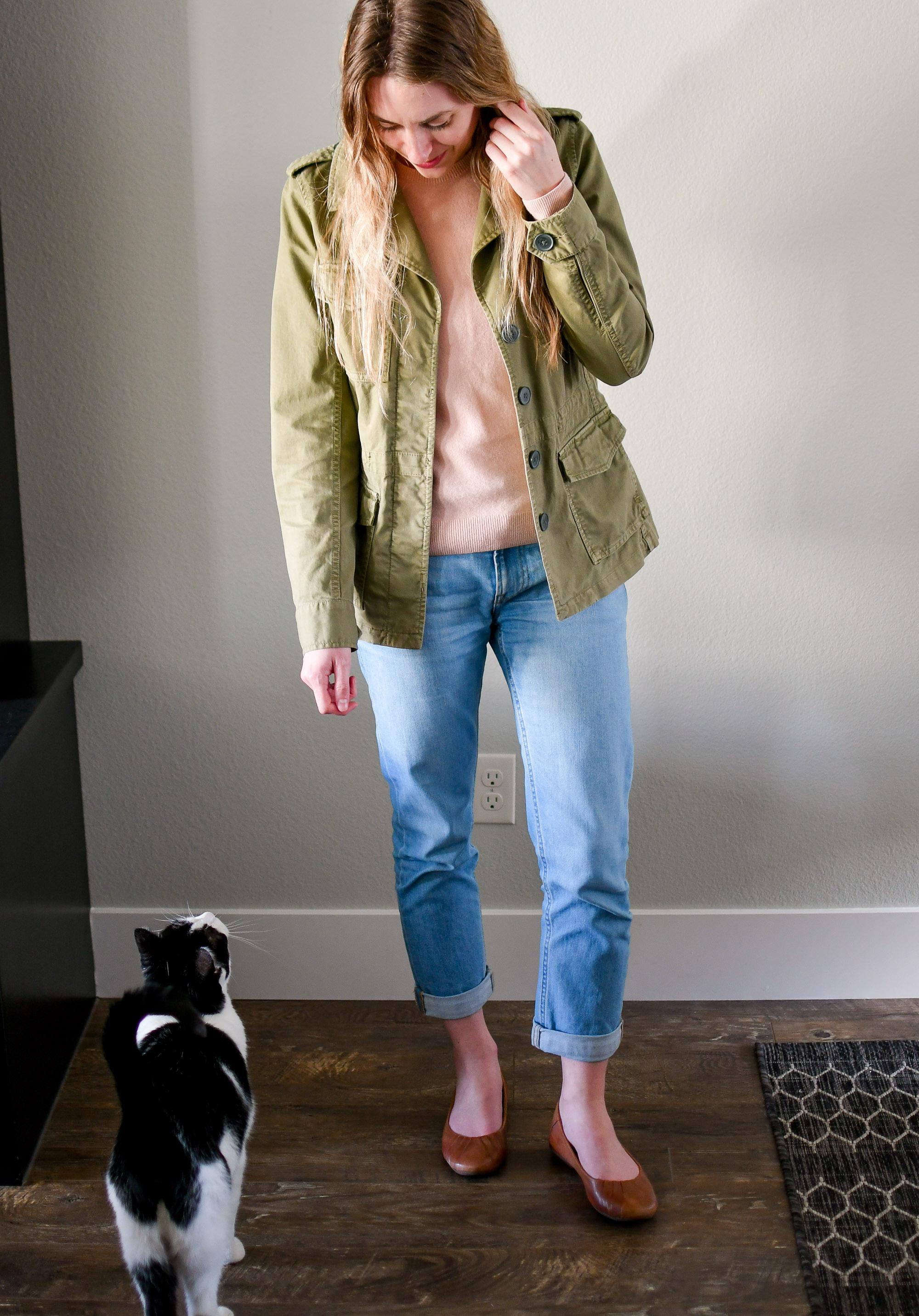 Casual spring boyfriend jeans outfit — Cotton Cashmere Cat Hair