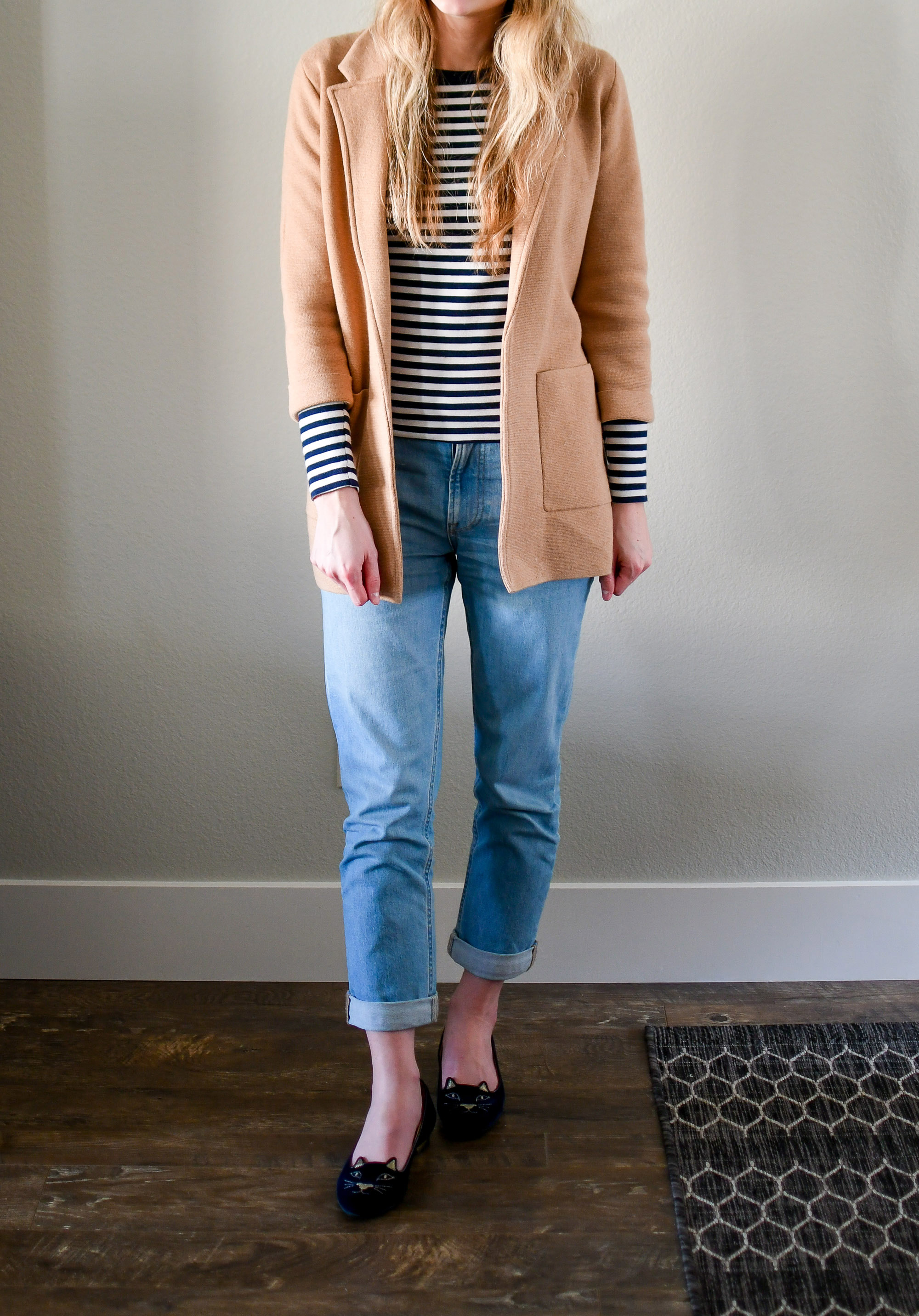 Casual spring outfit with sweater blazer and navy striped tee — Cotton Cashmere Cat Hair