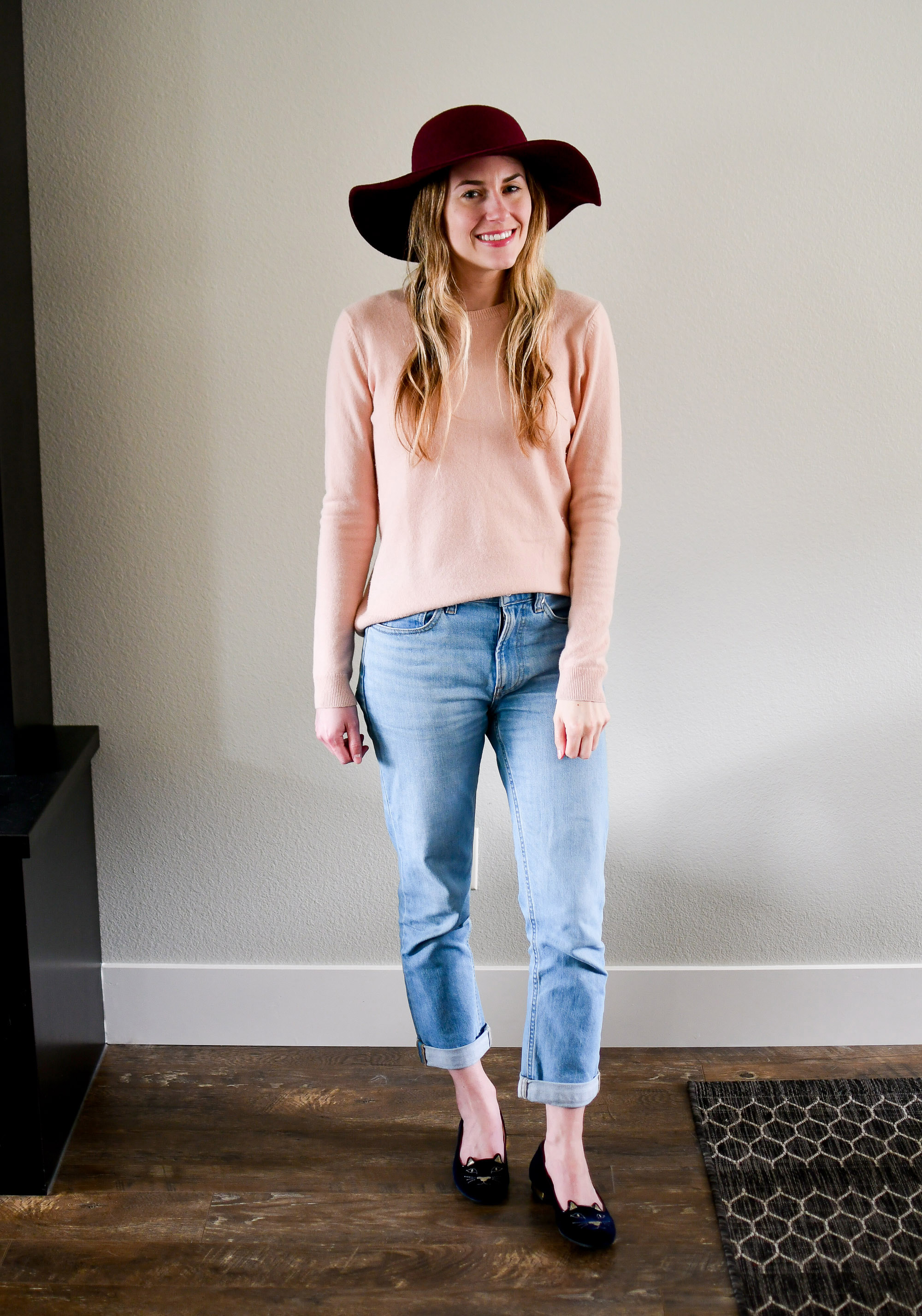 Pink cashmere sweater outfit with boyfriend jeans — Cotton Cashmere Cat Hair