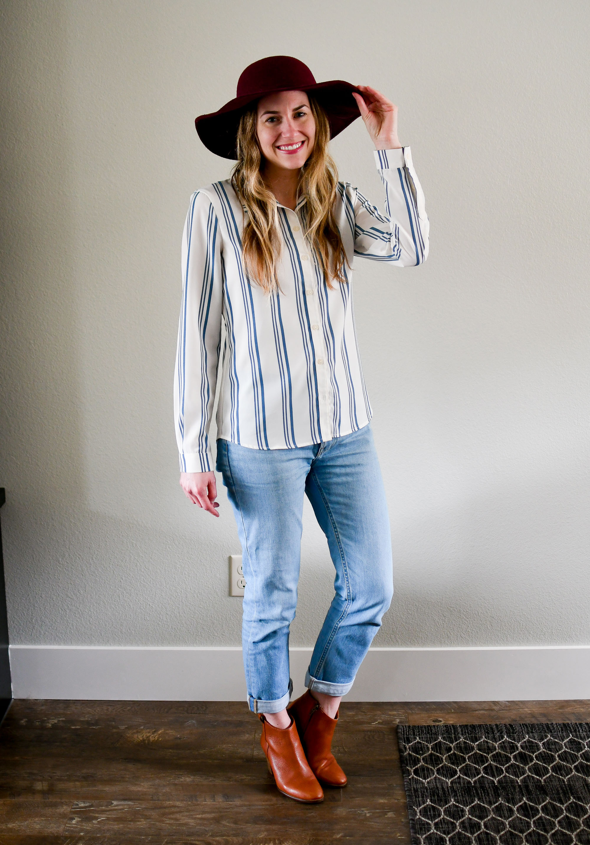 Striped shirt spring outfit with boyfriend jeans — Cotton Cashmere Cat Hair