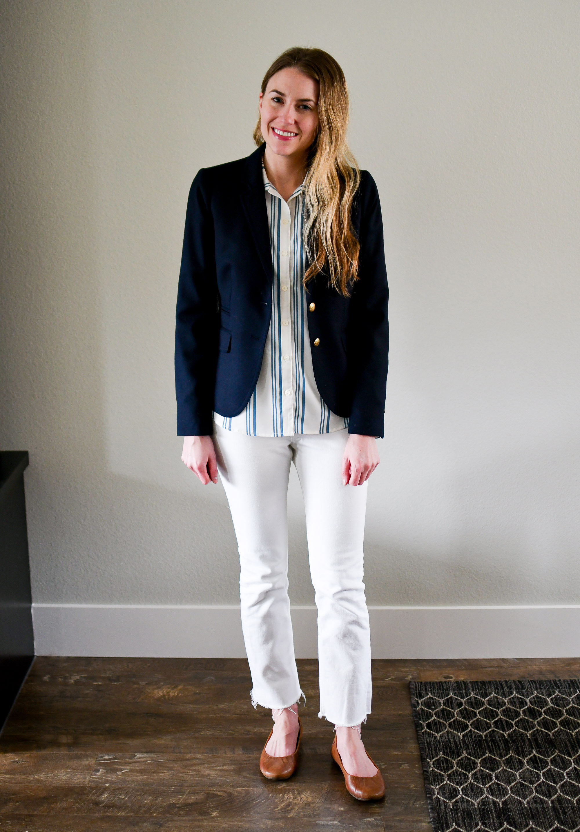Navy blazer spring work outfit with white denim — Cotton Cashmere Cat Hair