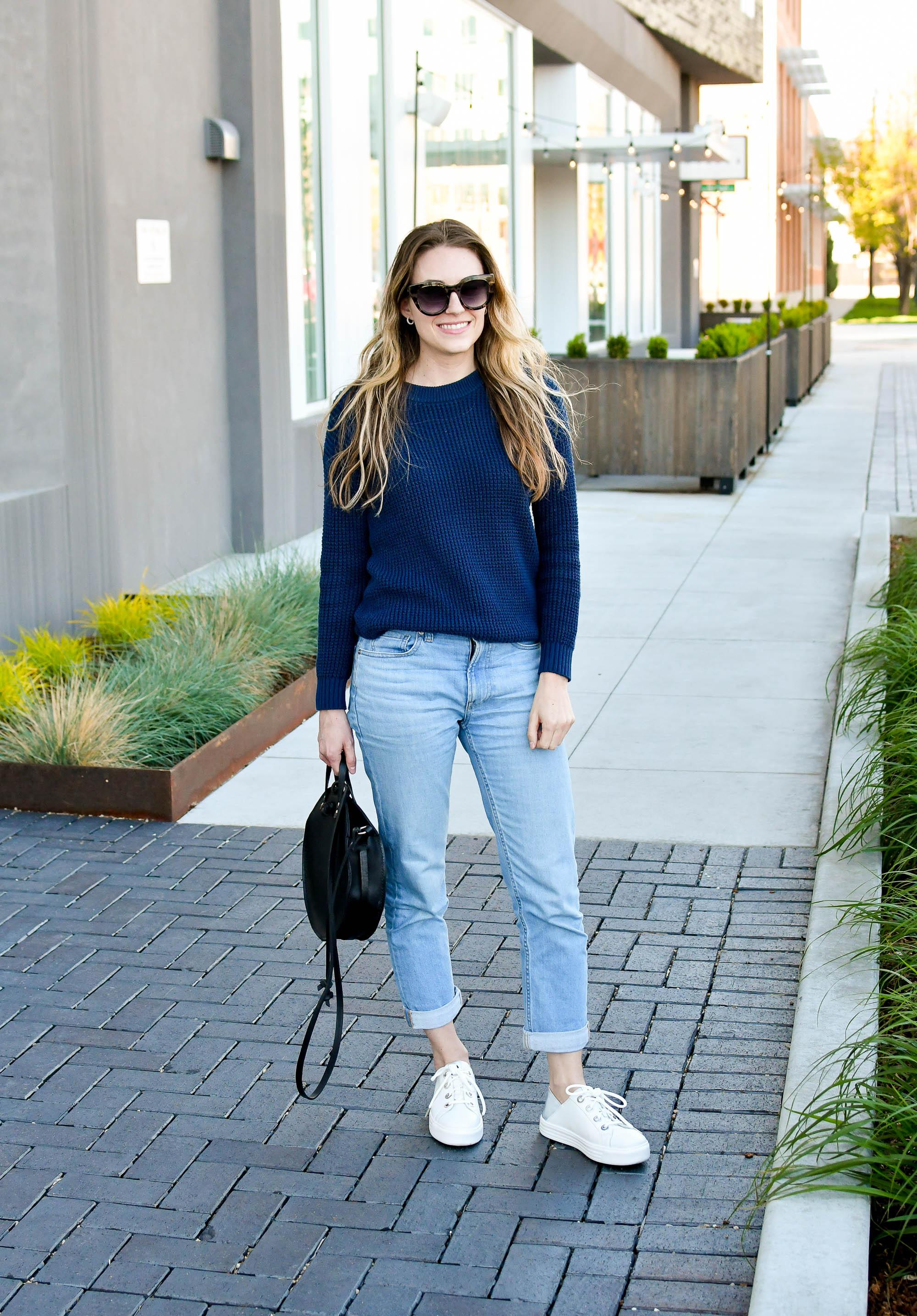 Navy sweater, boyfriend jeans, white sneakers, black circle bag — Cotton Cashmere Cat Hair