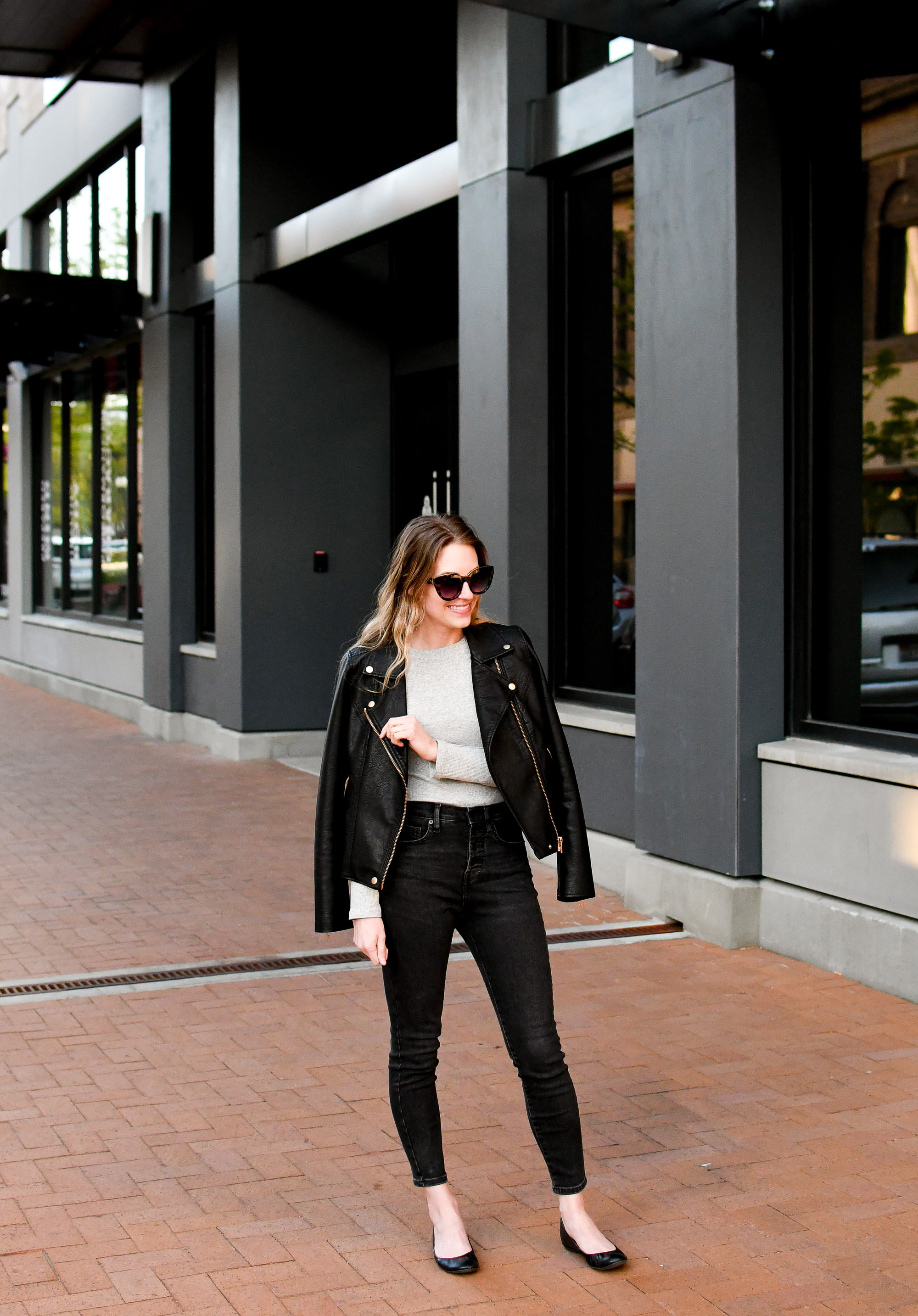 Everlane washed black skinny jeans spring outfit — Cotton Cashmere Cat Hair