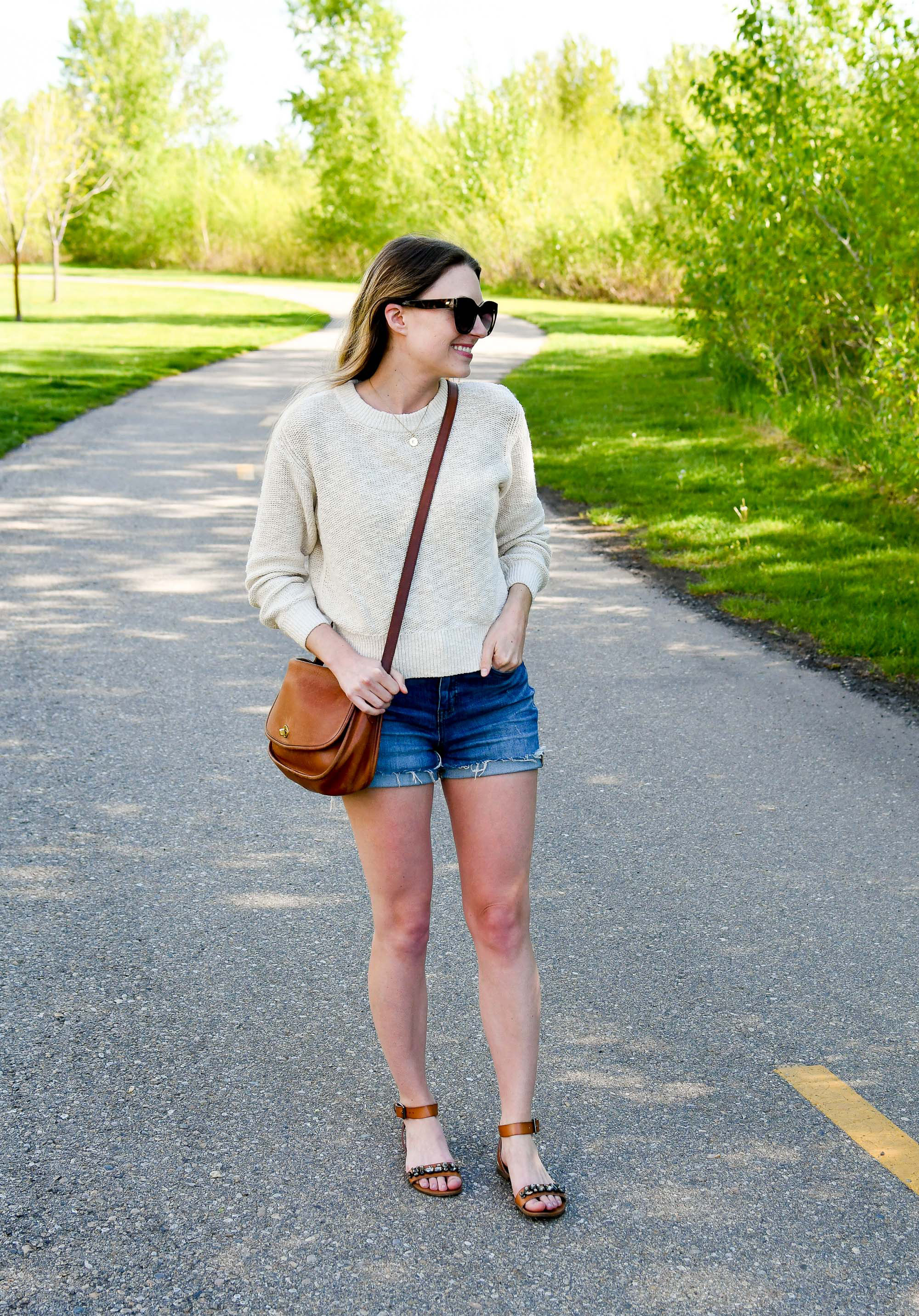 Casual spring outfit with cotton-linen sweater and denim shorts — Cotton Cashmere Cat Hair