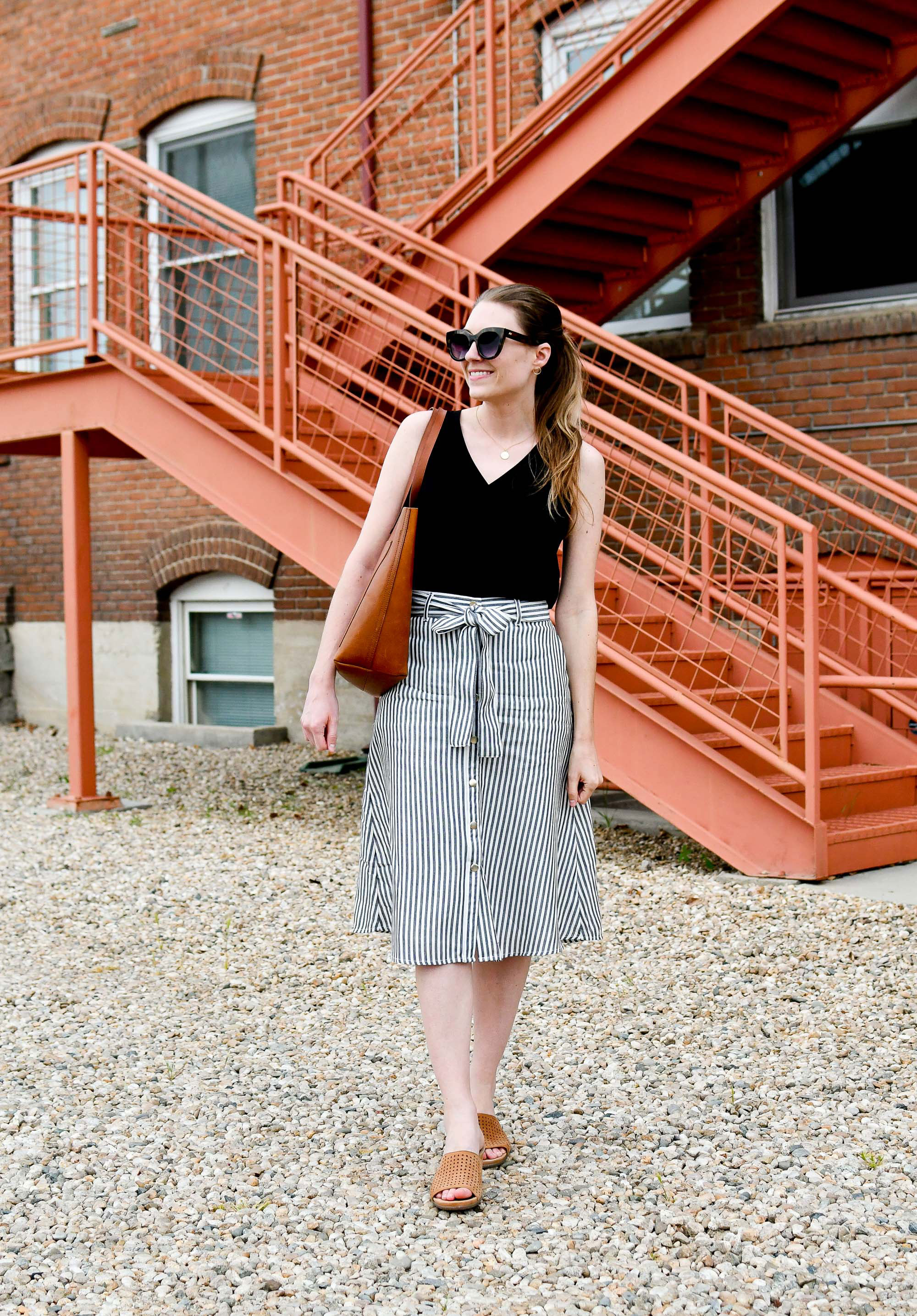 Spring work outfit with striped midi skirt and Madewell Transport tote — Cotton Cashmere Cat Hair