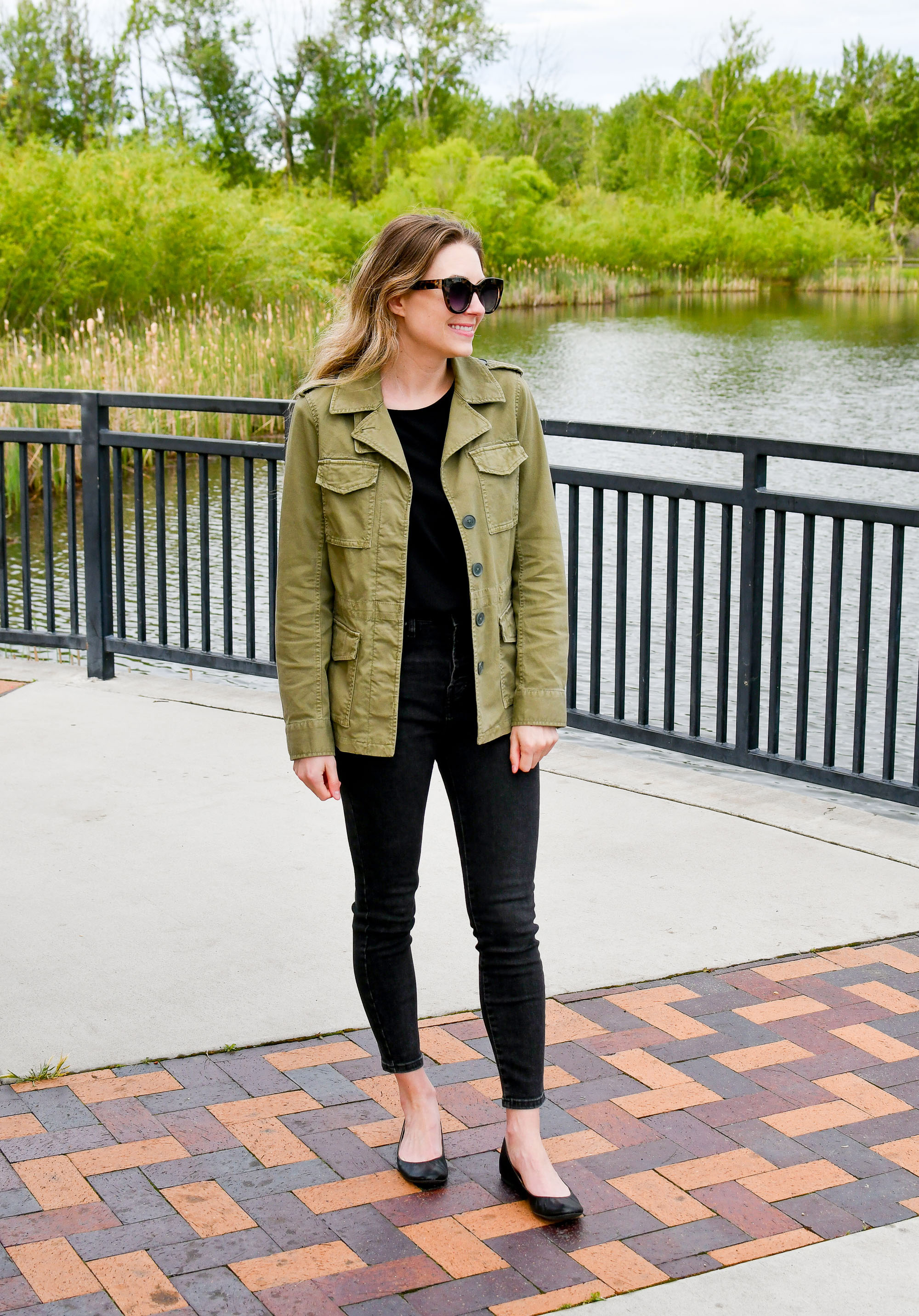 Spring outfit with green jacket and washed black skinny jeans — Cotton Cashmere Cat Hair