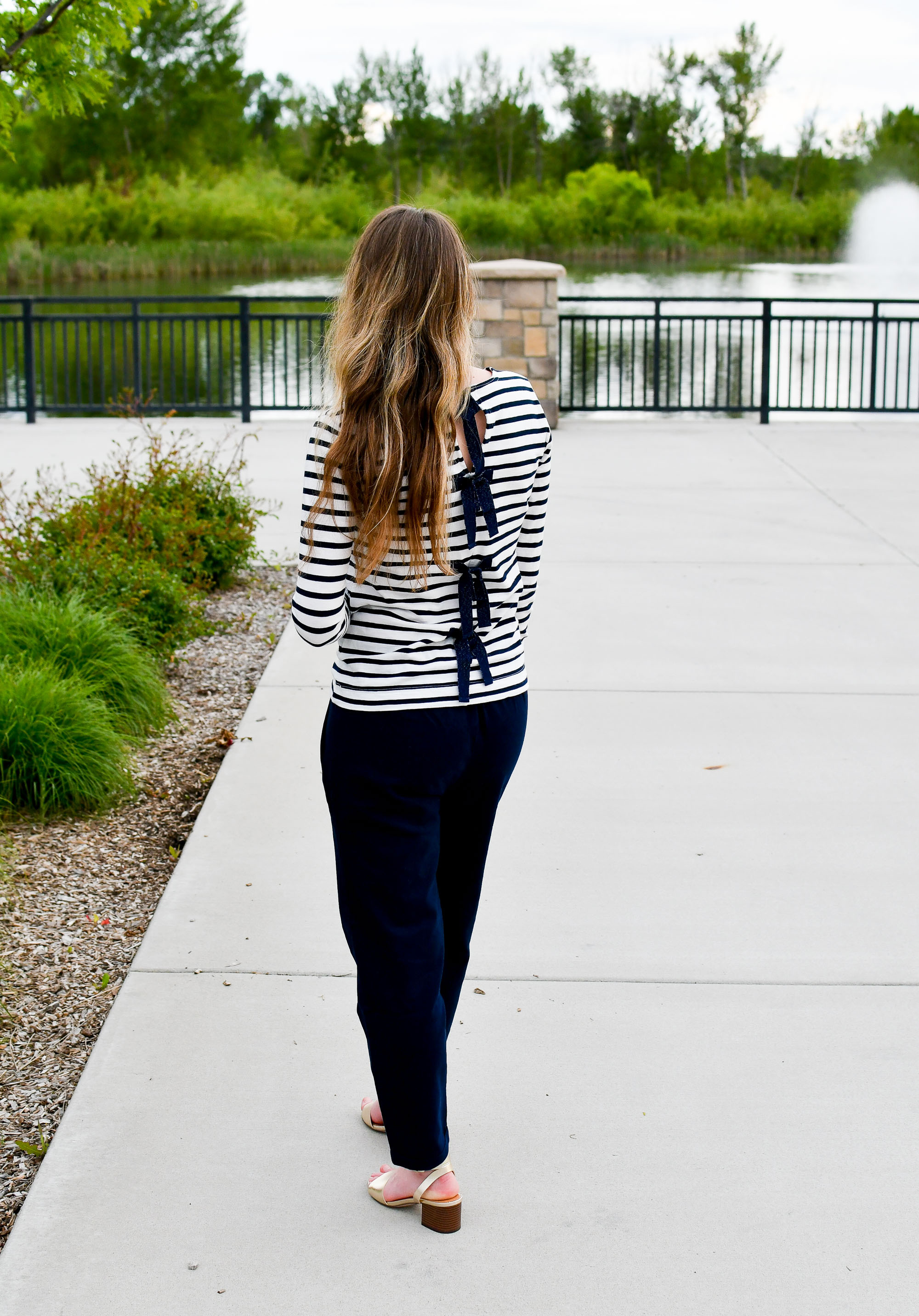 Navy striped tee with bows spring outfit — Cotton Cashmere Cat Hair