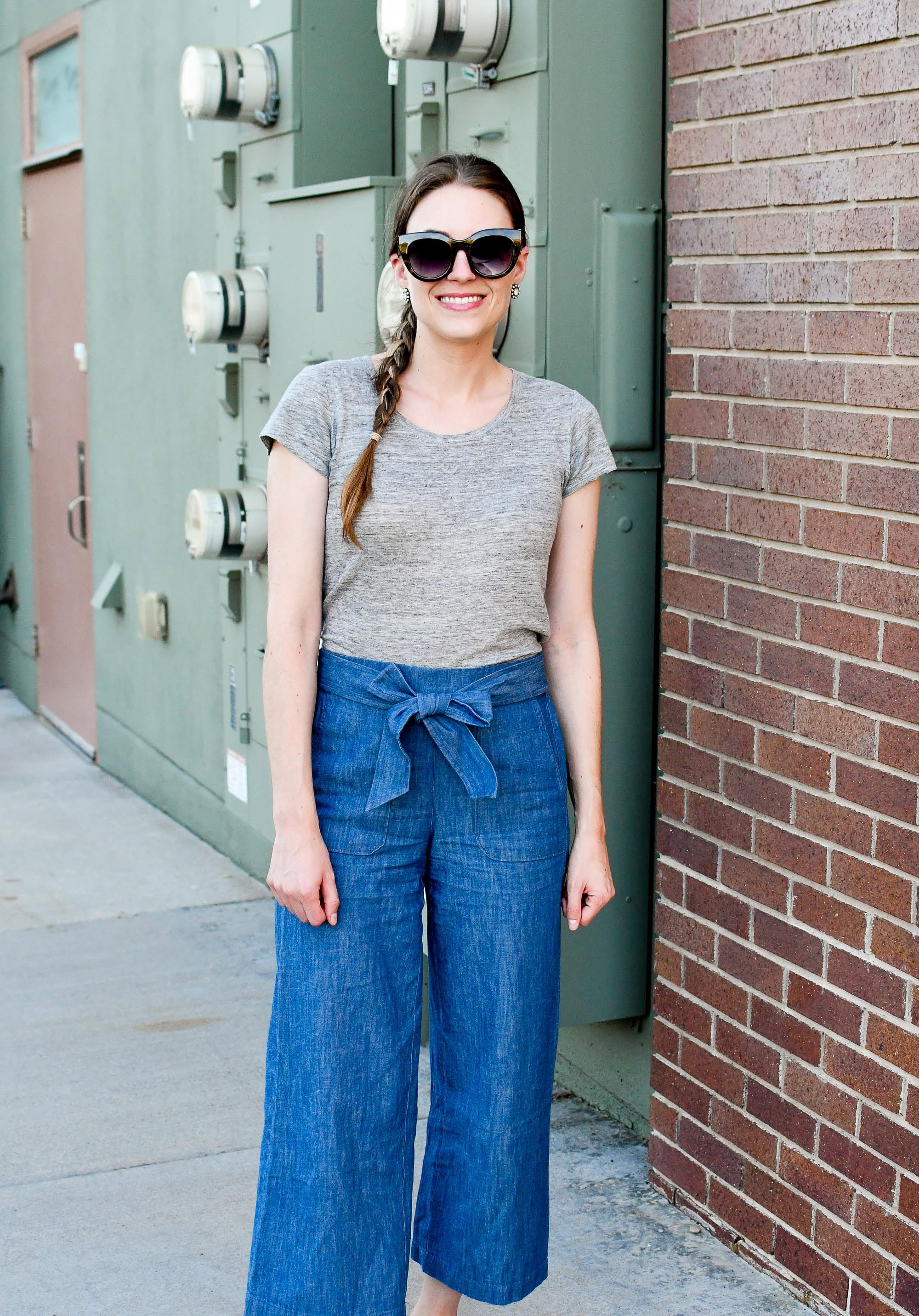 Spring outfit with grey linen tee and wide leg pants — Cotton Cashmere Cat Hair