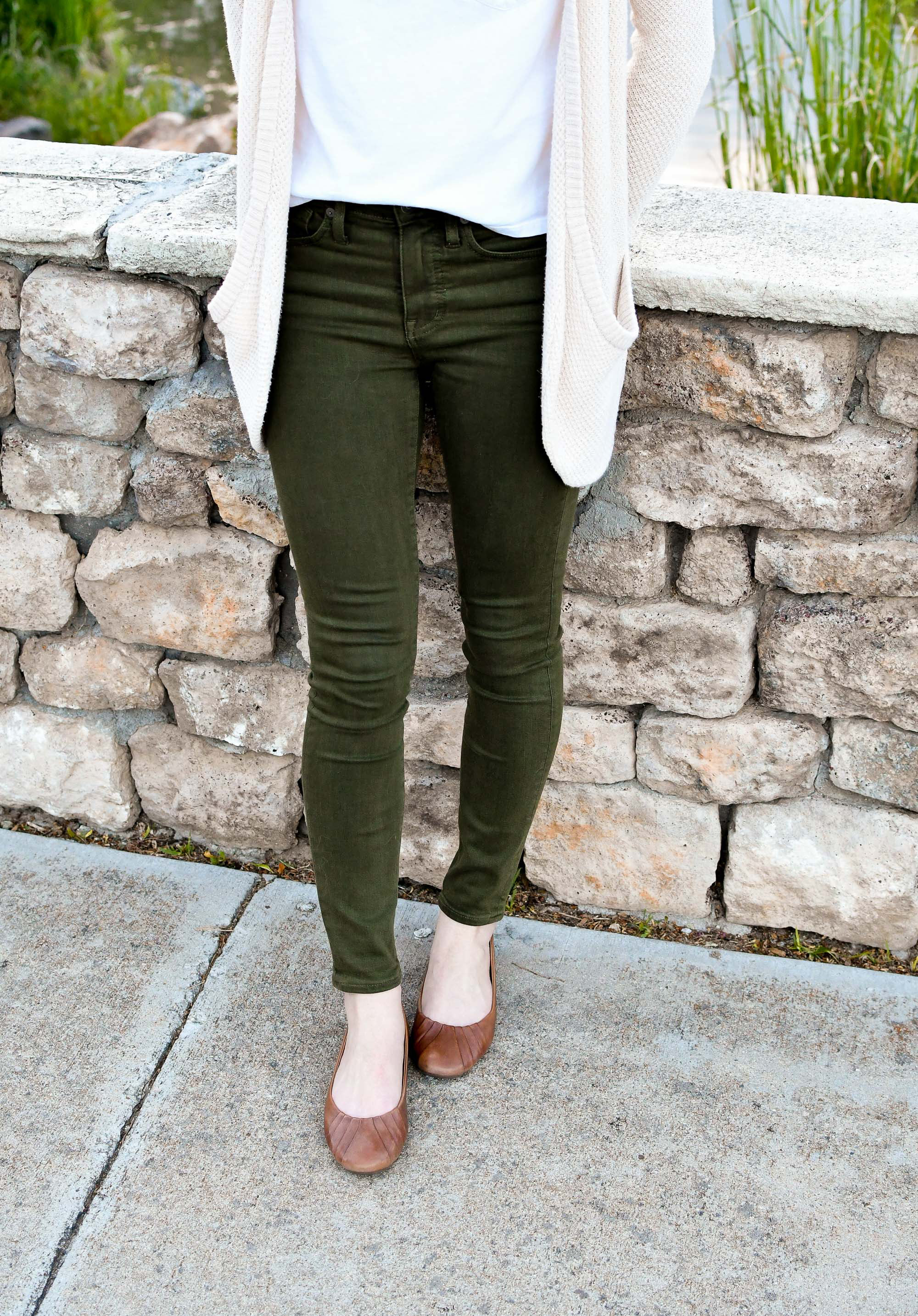 Olive green jeans casual spring outfit — Cotton Cashmere Cat Hair